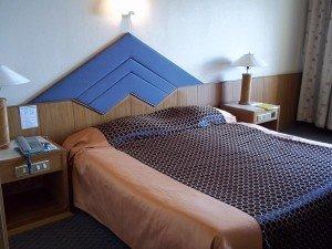Charoen Hotel bed