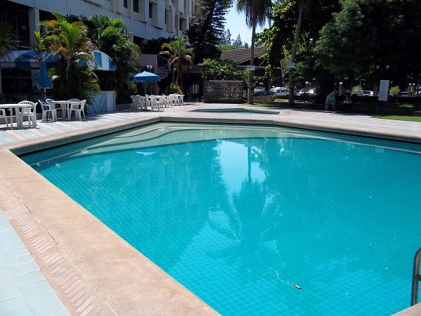 Chareon Hotel swimming pool