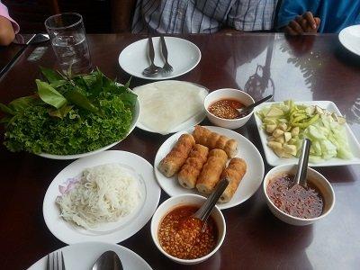 Daeng Namnueng Restaurant spring roll set