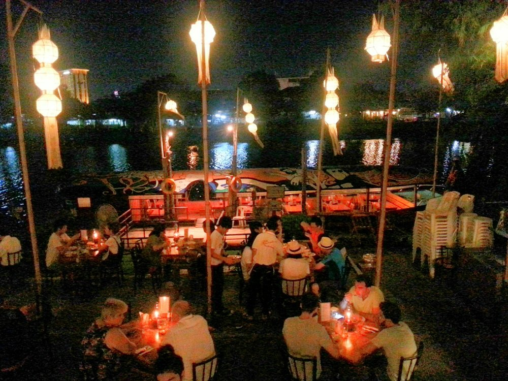 The riverside bar and restaurant chiang mai thailand life for The riverside