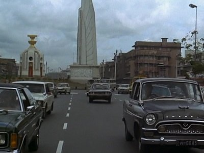 Bond car chase Bangkok (Democracy Monument)
