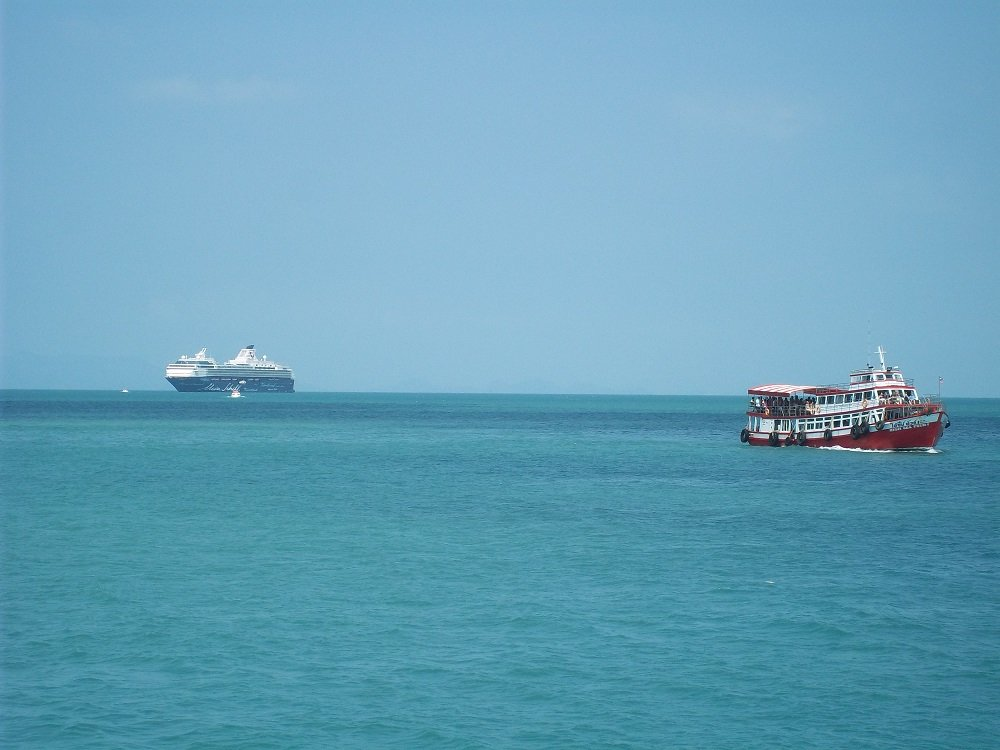 Cruise Ship passengers being transfered to Koh Samui