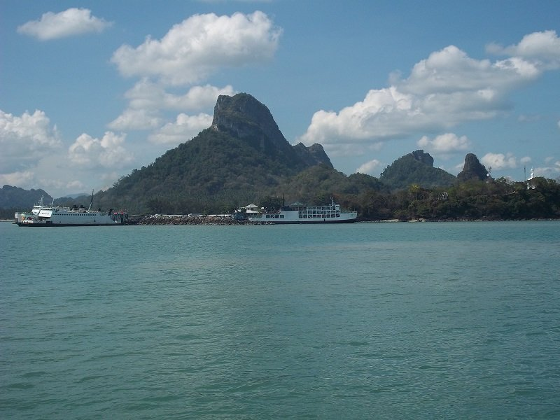 donsak raja ferry port