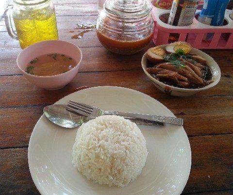 khao kha moo is a cheap and tasty Thai dish