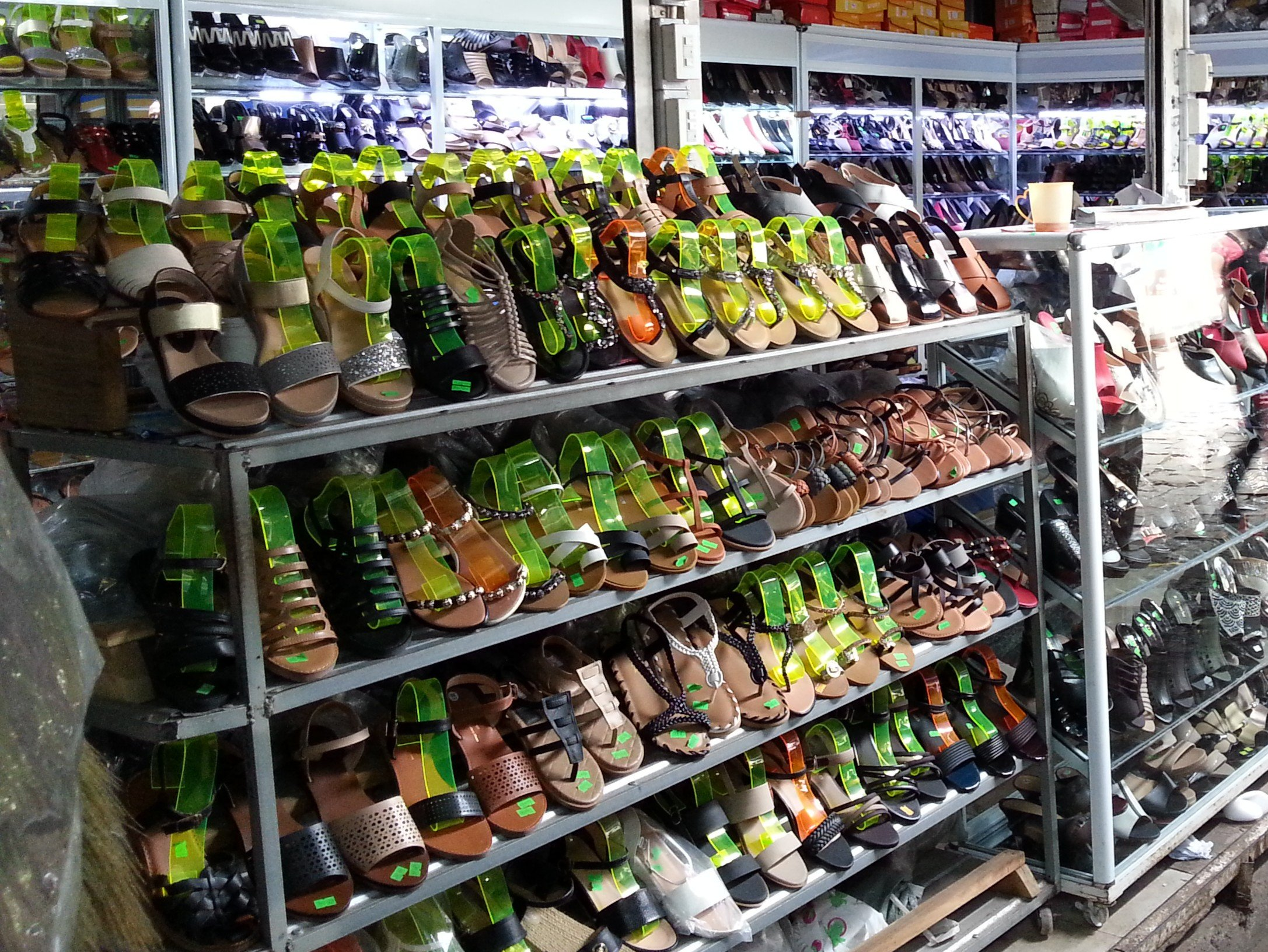 'raawng thao' is the Thai word for shoe