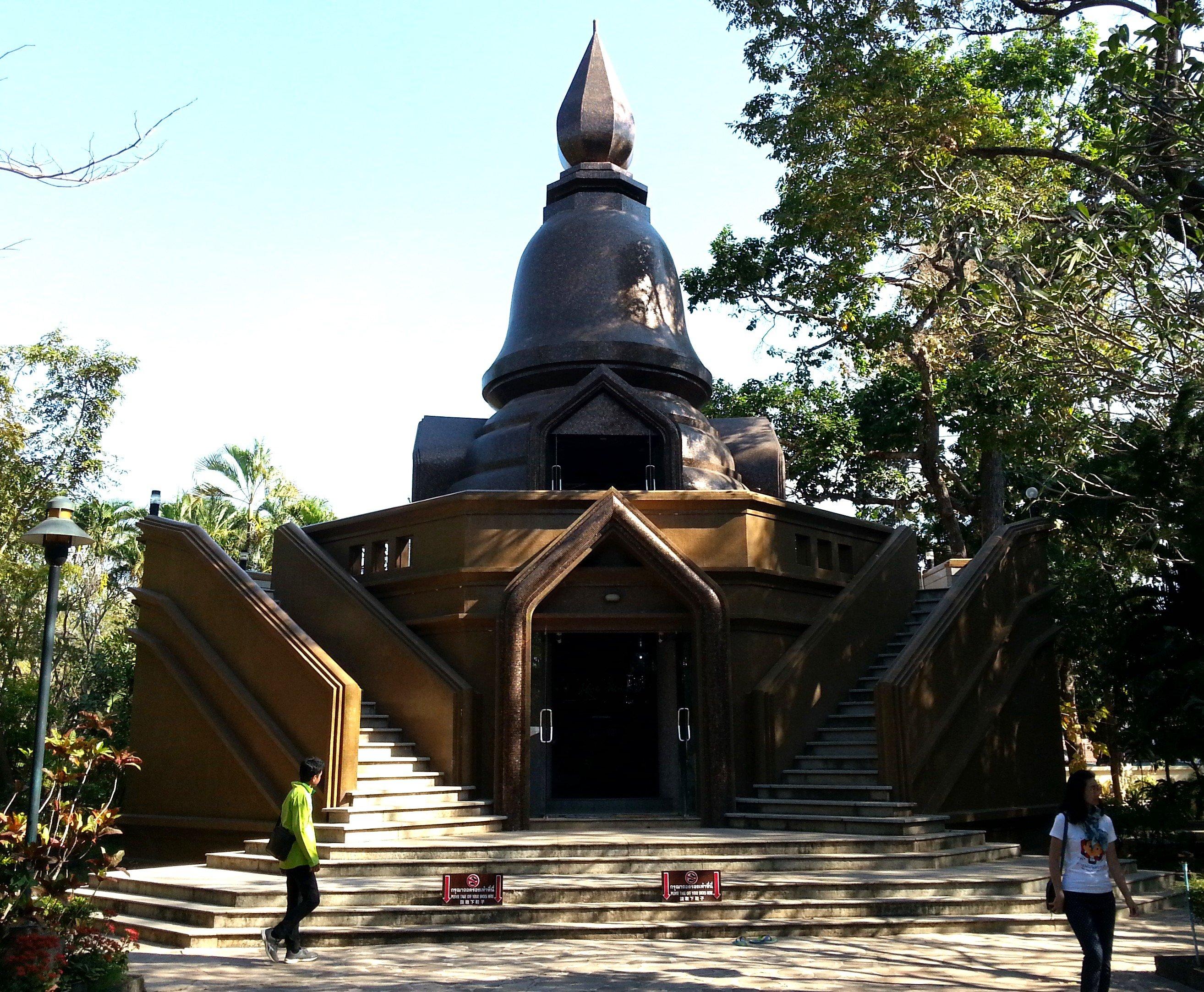 Chedi at Wat Pha Suttawas