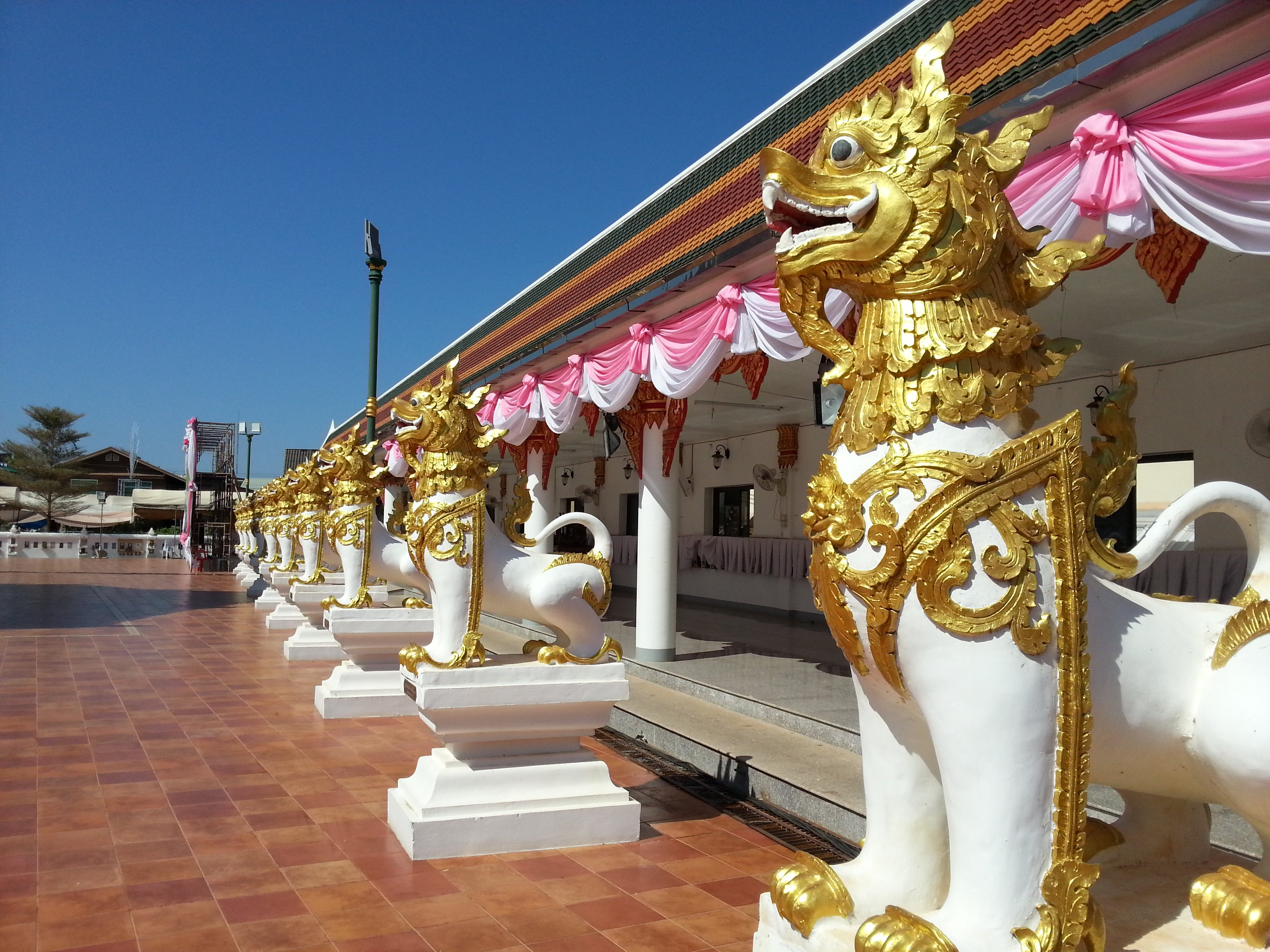 Guardian Lions at Wat Phra That Choeng Chum