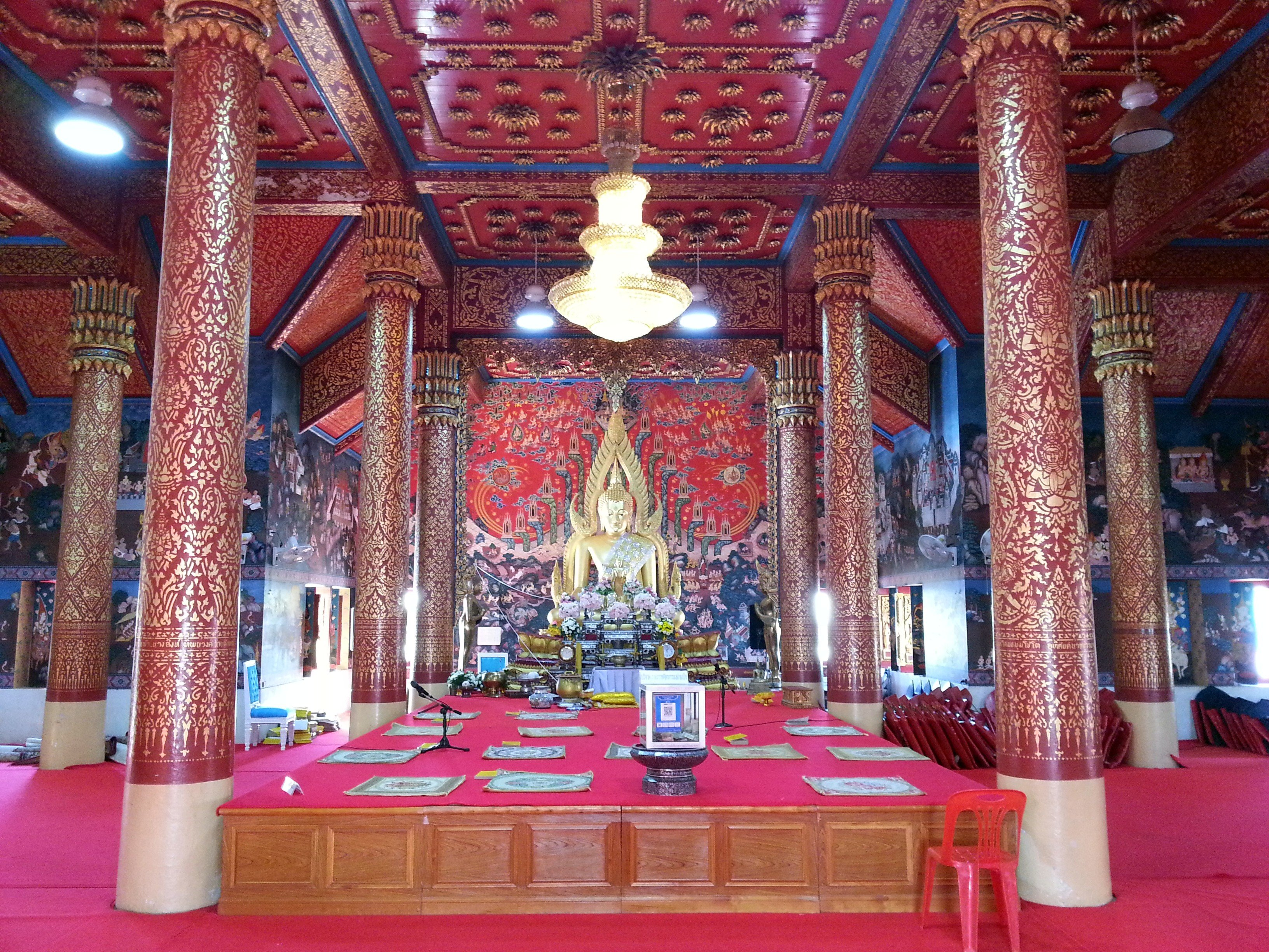 Inside the shrine hall at Wat Phra That Choeng Chum