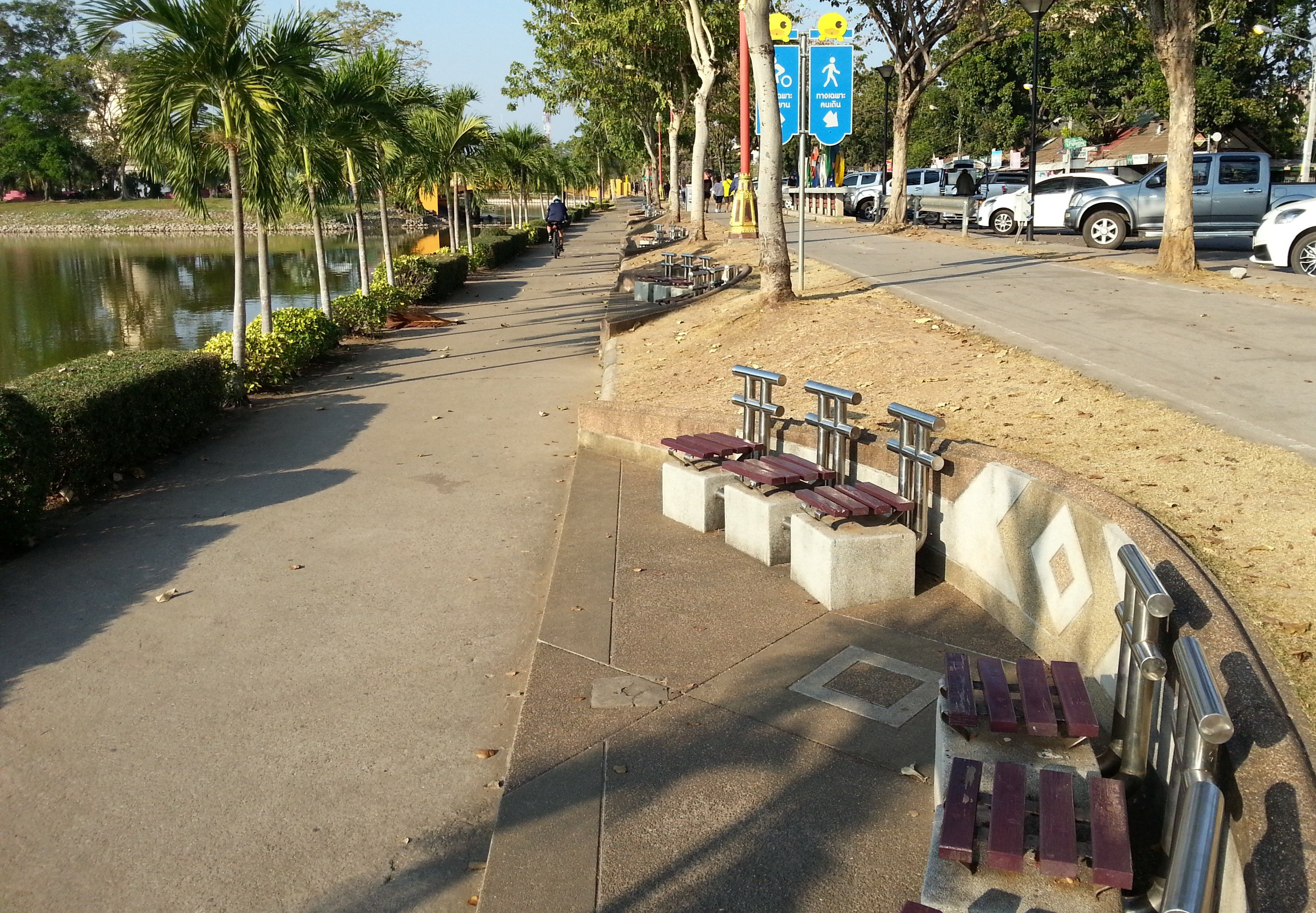 Bike and jogging track at Nong Prajak Park