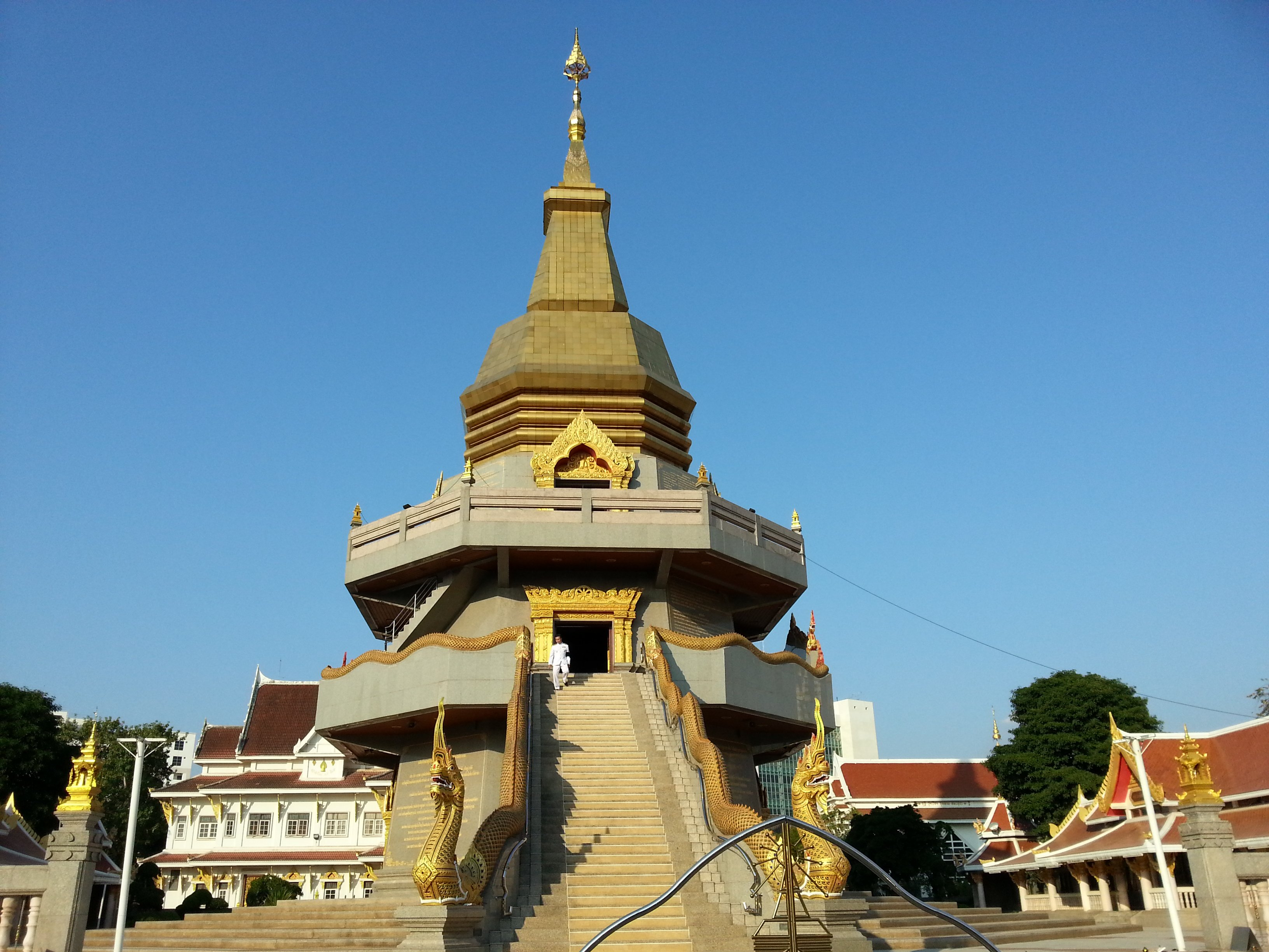 Chedi at Wat Pothisomphon