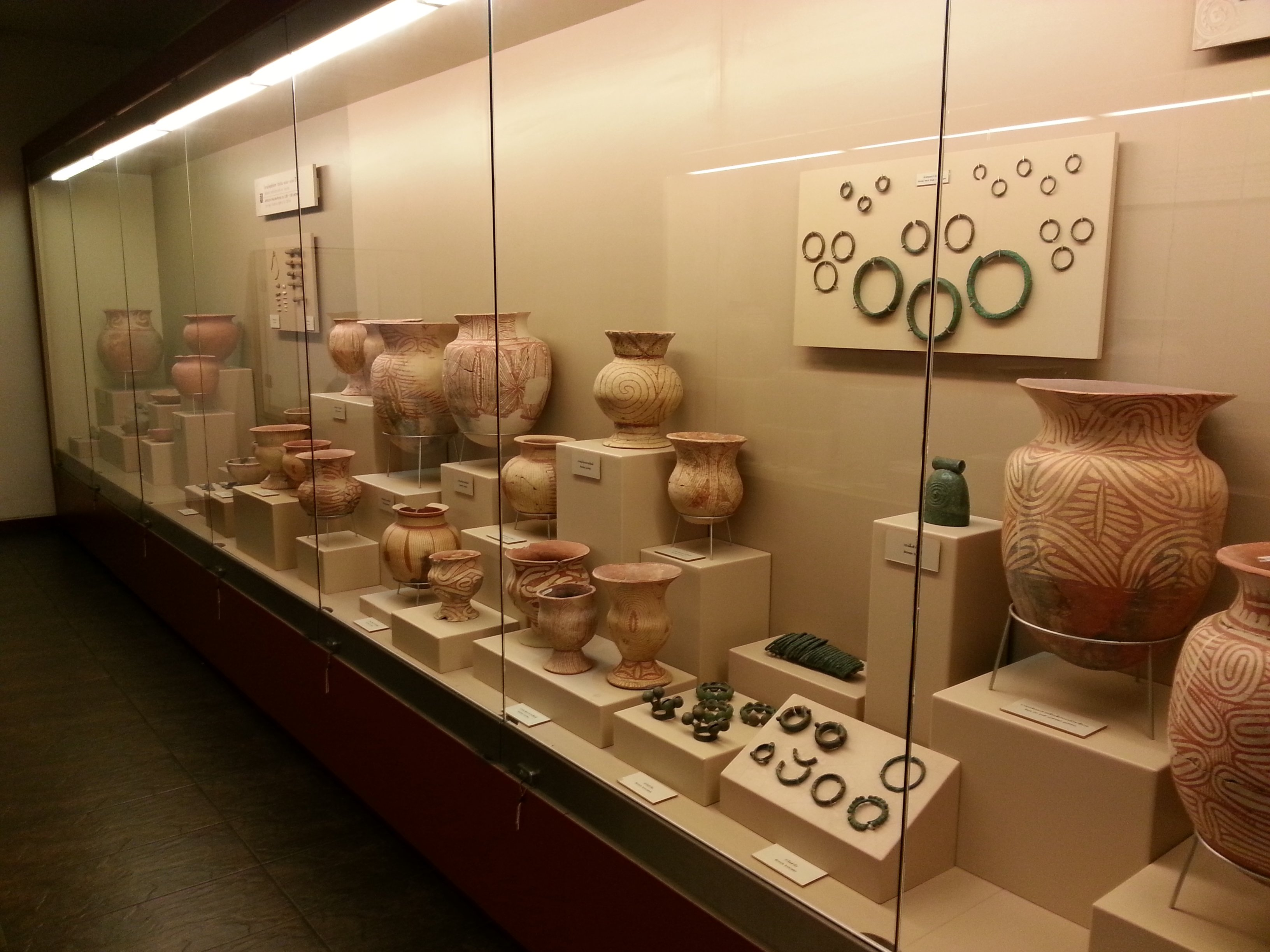 Display of pottery and jewellery at Ban Chiang Museum