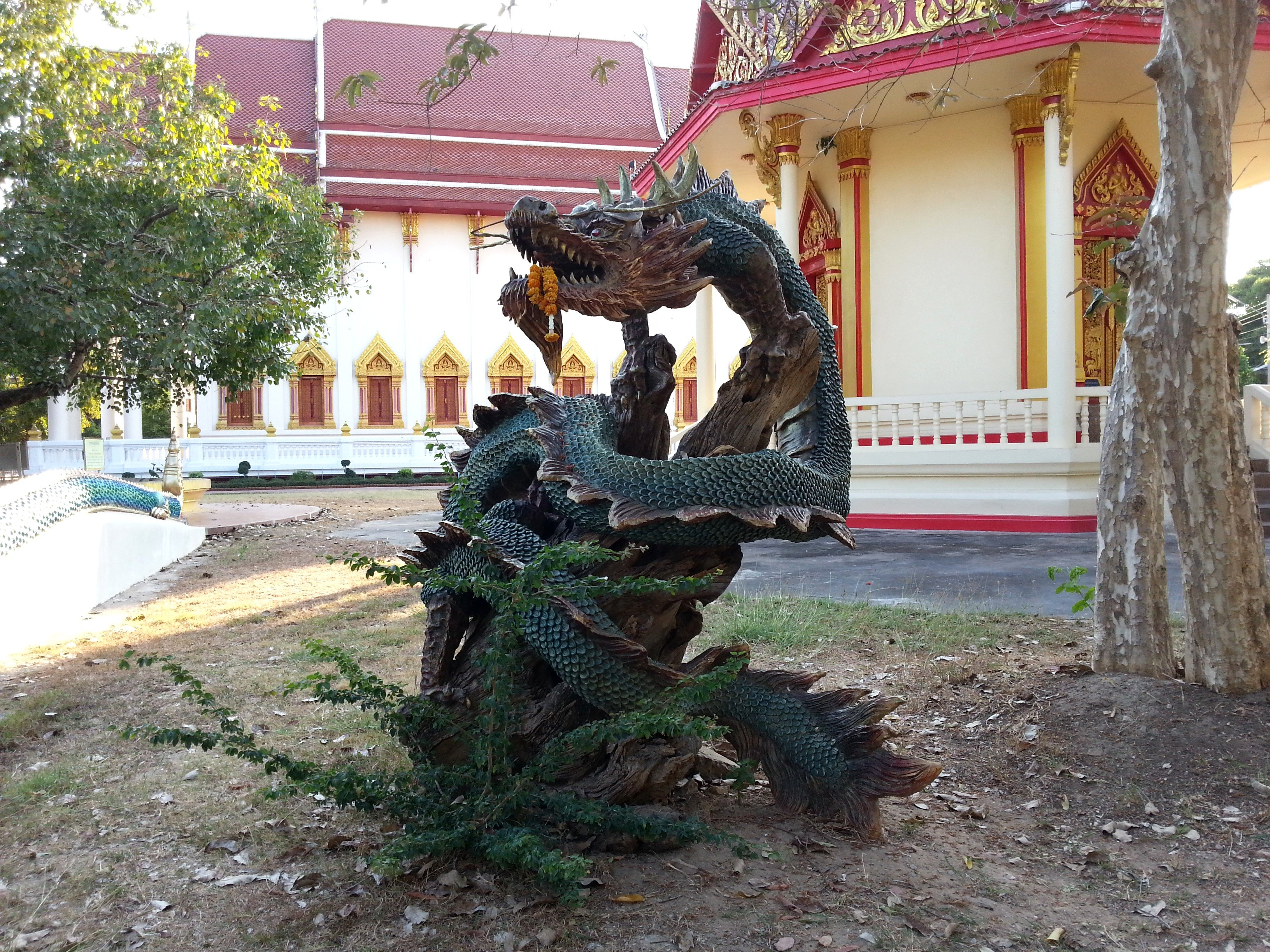 Dragon sculpture at Wat Pothisomphon