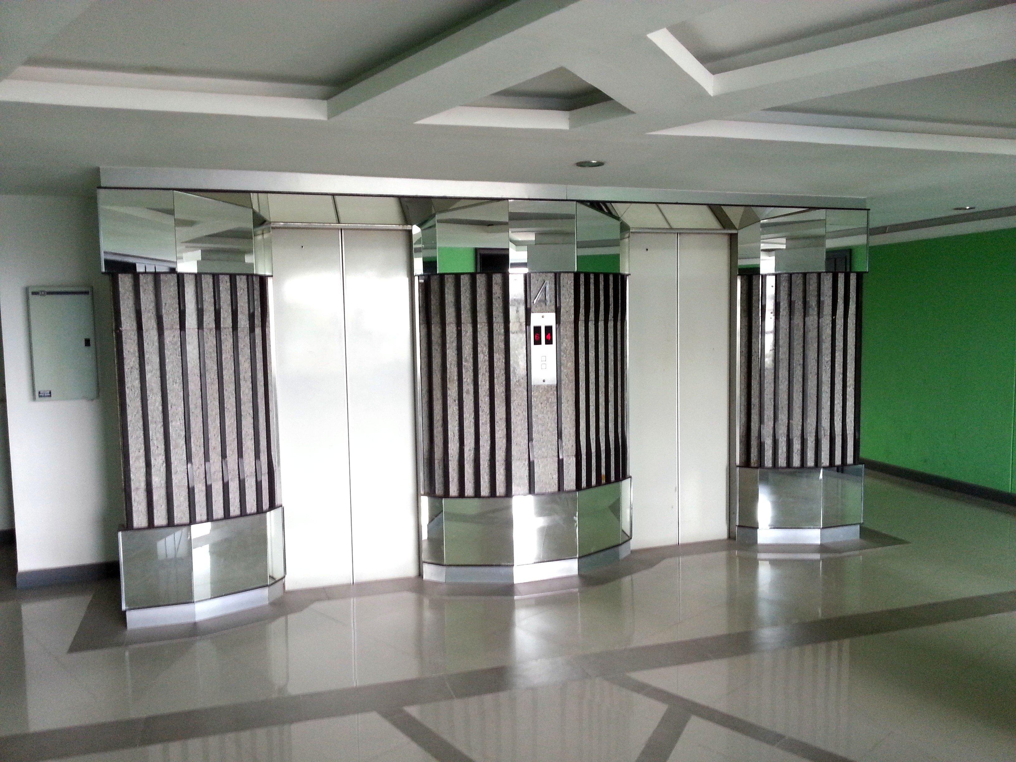 Lifts at SF Biz Hotel