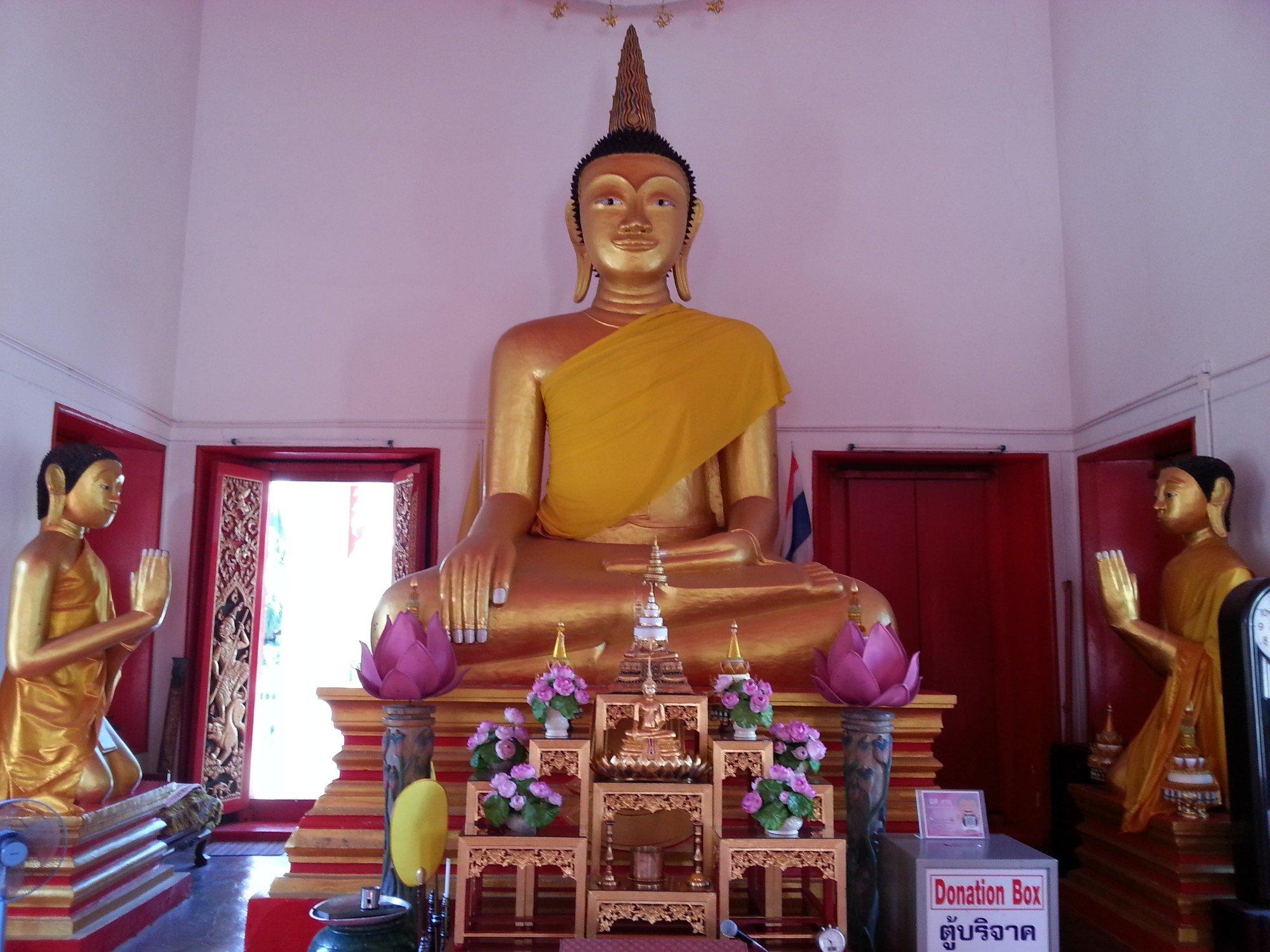 Buddha statue at Wat Mongkol Nimit