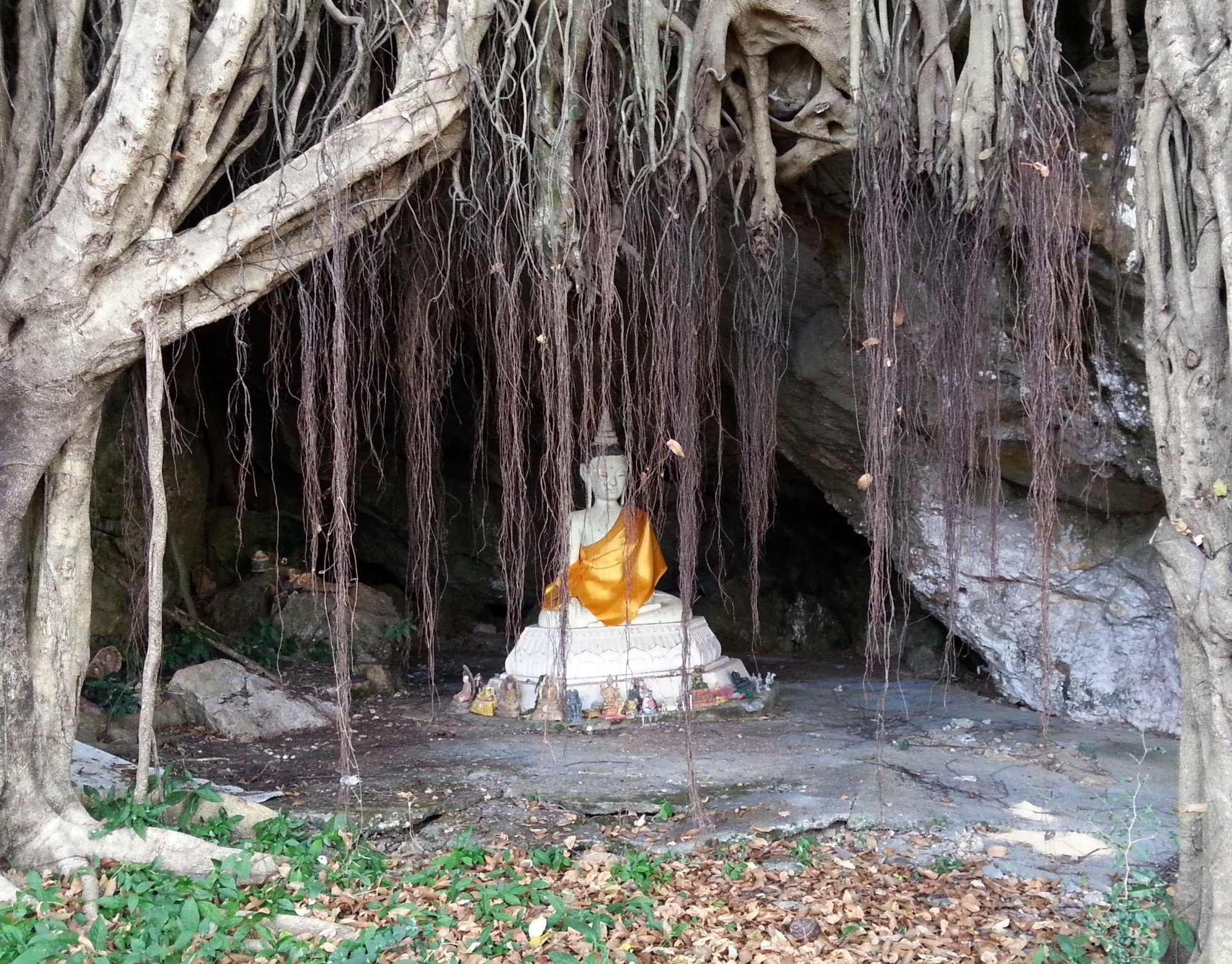 Cave shrine at the rear of Wat Khuha Sawan