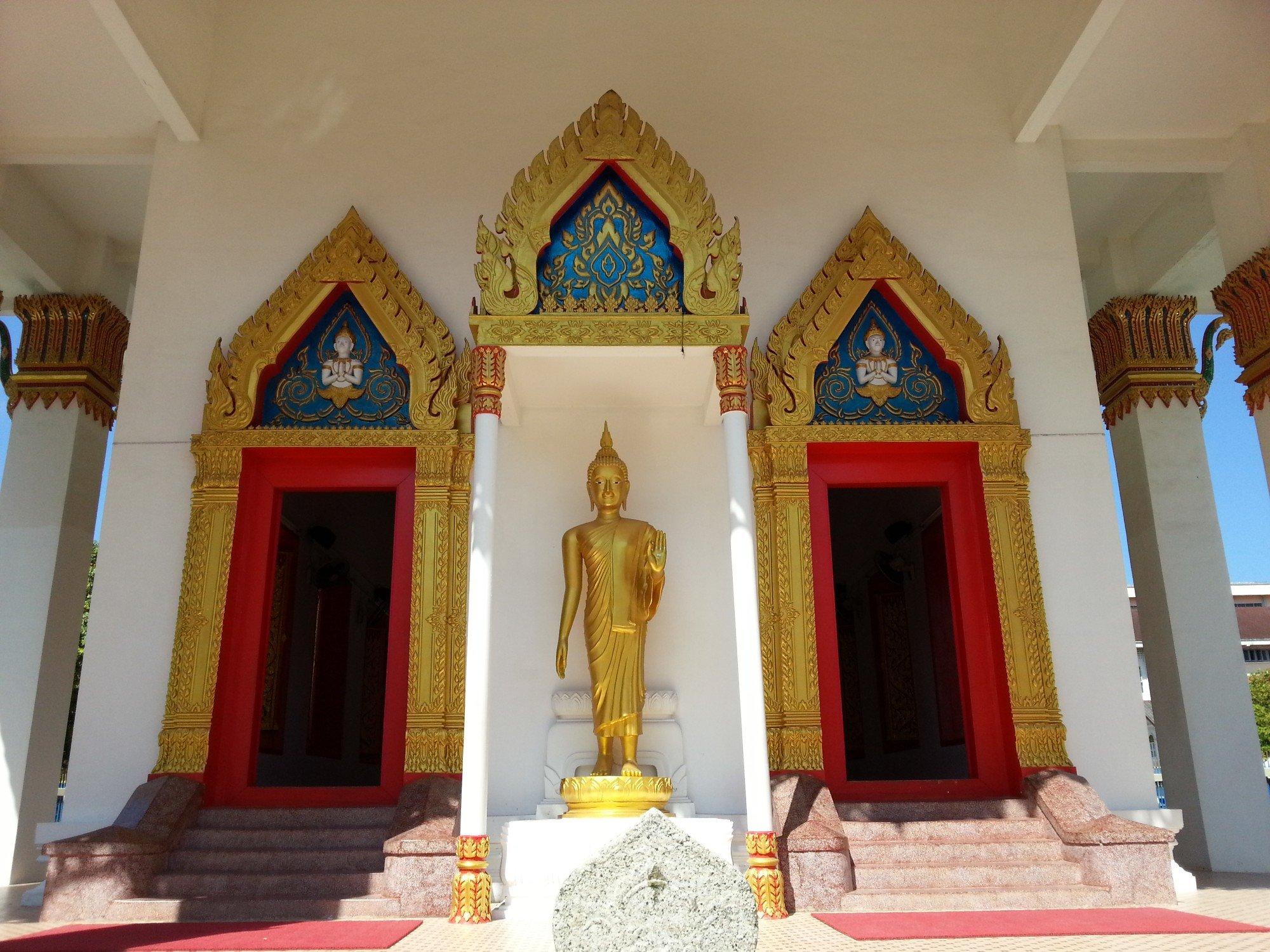 Entrance to the shrine hall at Wat Mongkol Nimit