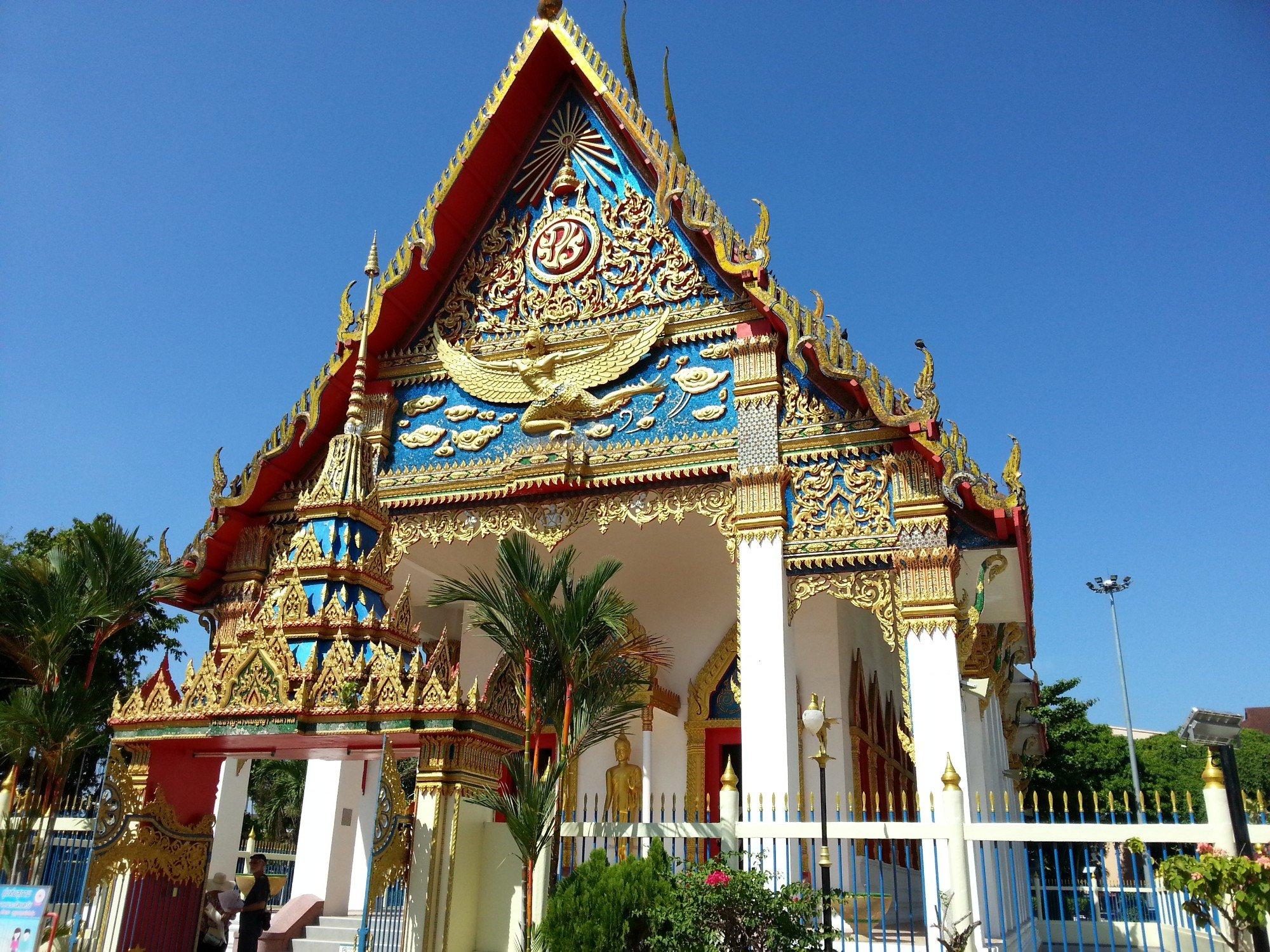 Gable end of the shrine hall at Wat Mongkol Nimit