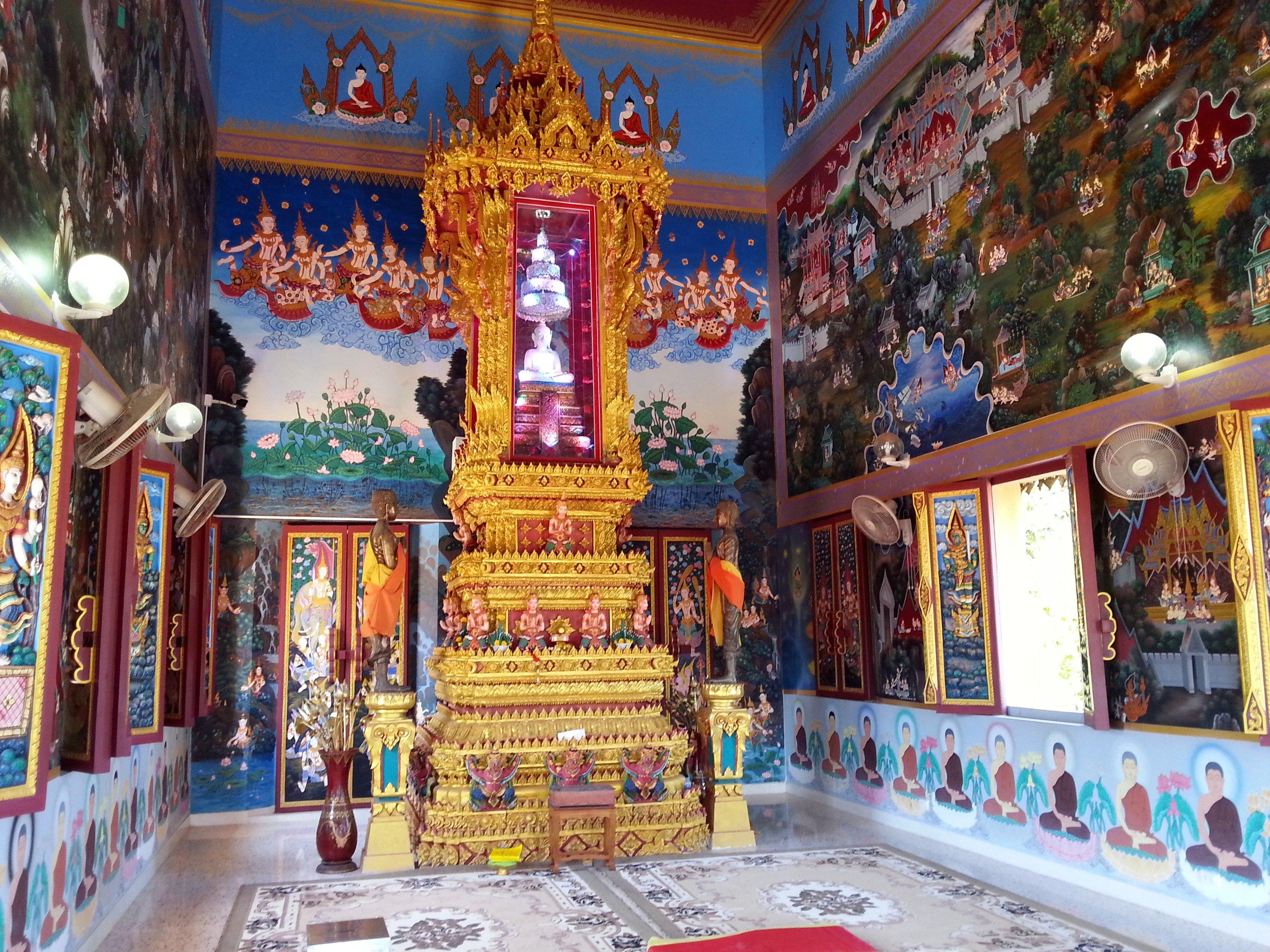 Inside the shrine hall at Wat Khao Rang