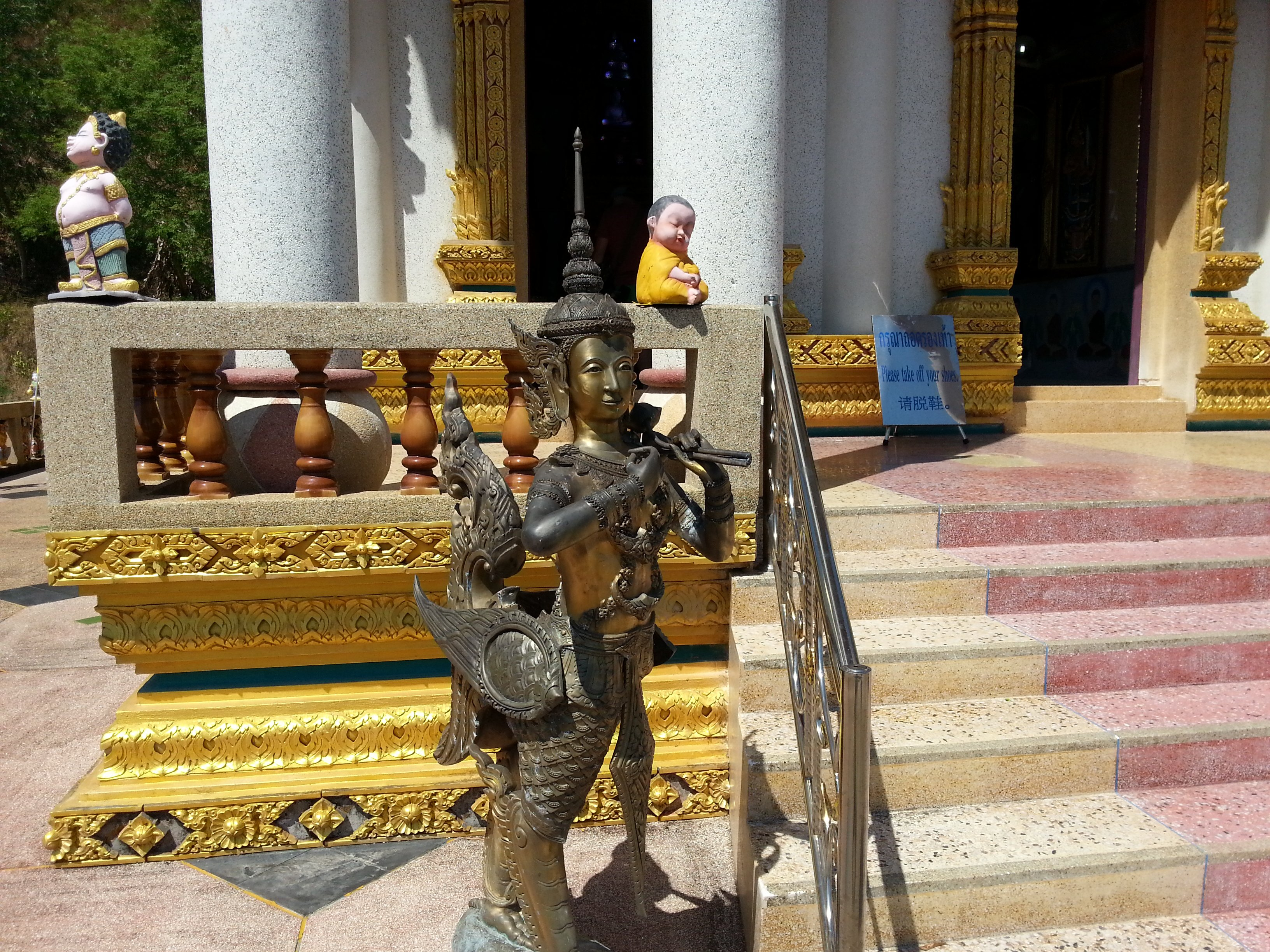 One of the many interesting statues at Wat Khao Rang