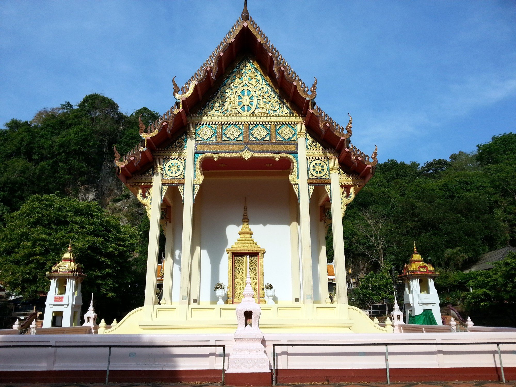 Ordination hall at Wat Khuha Sawan