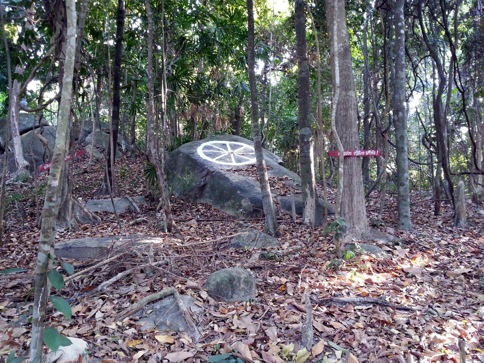 Paintings on the rocks at Wat Hantalay
