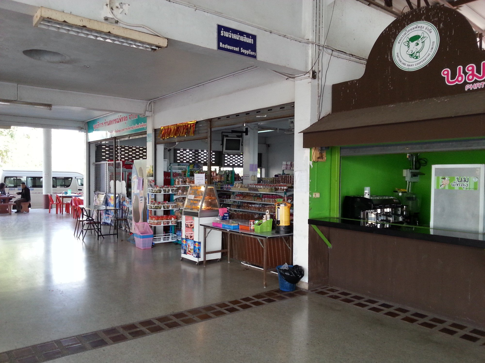 Shops and restaurants at Phatthalung Bus Station