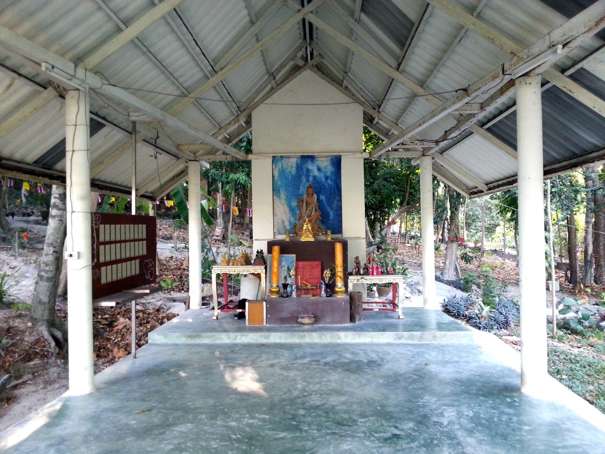 Small shrine hall at Wat Hantalay