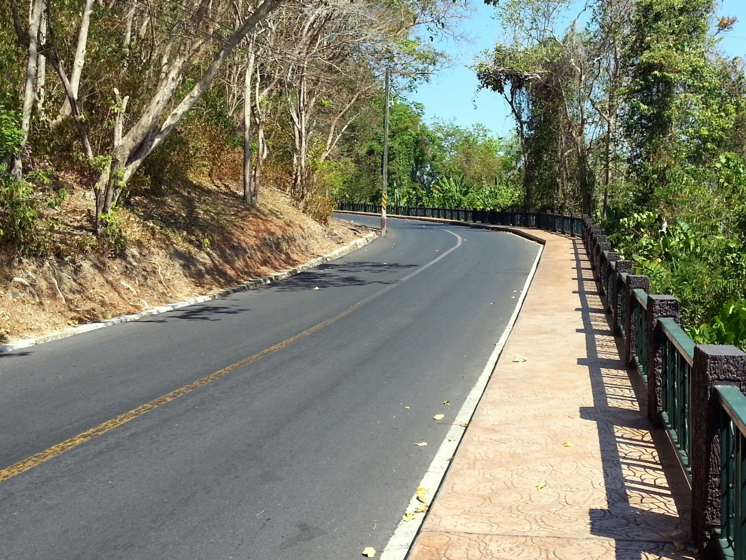'thanon' is the Thai word for road