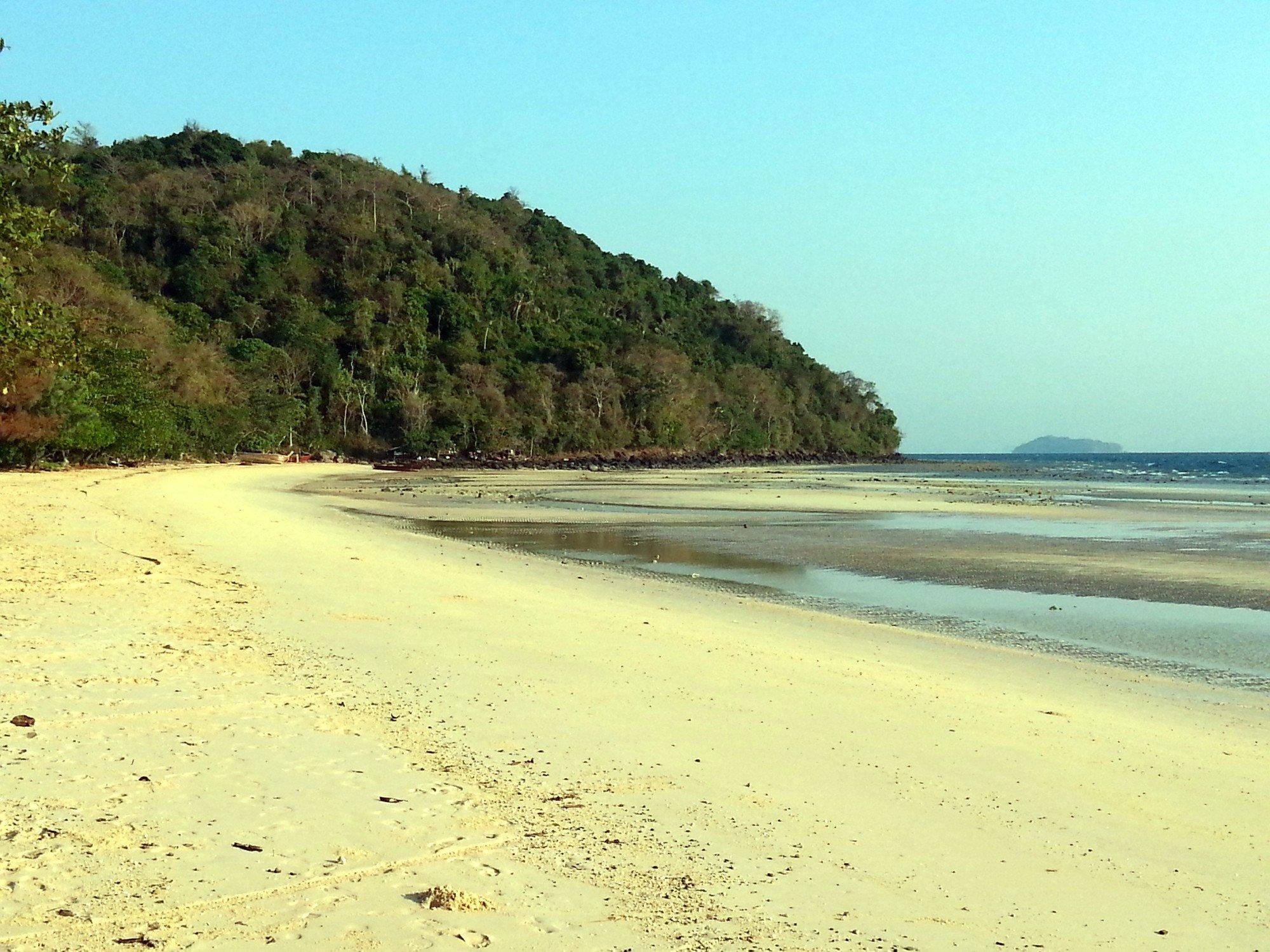 Loh Moo Dee Beach on Koh Phi Phi