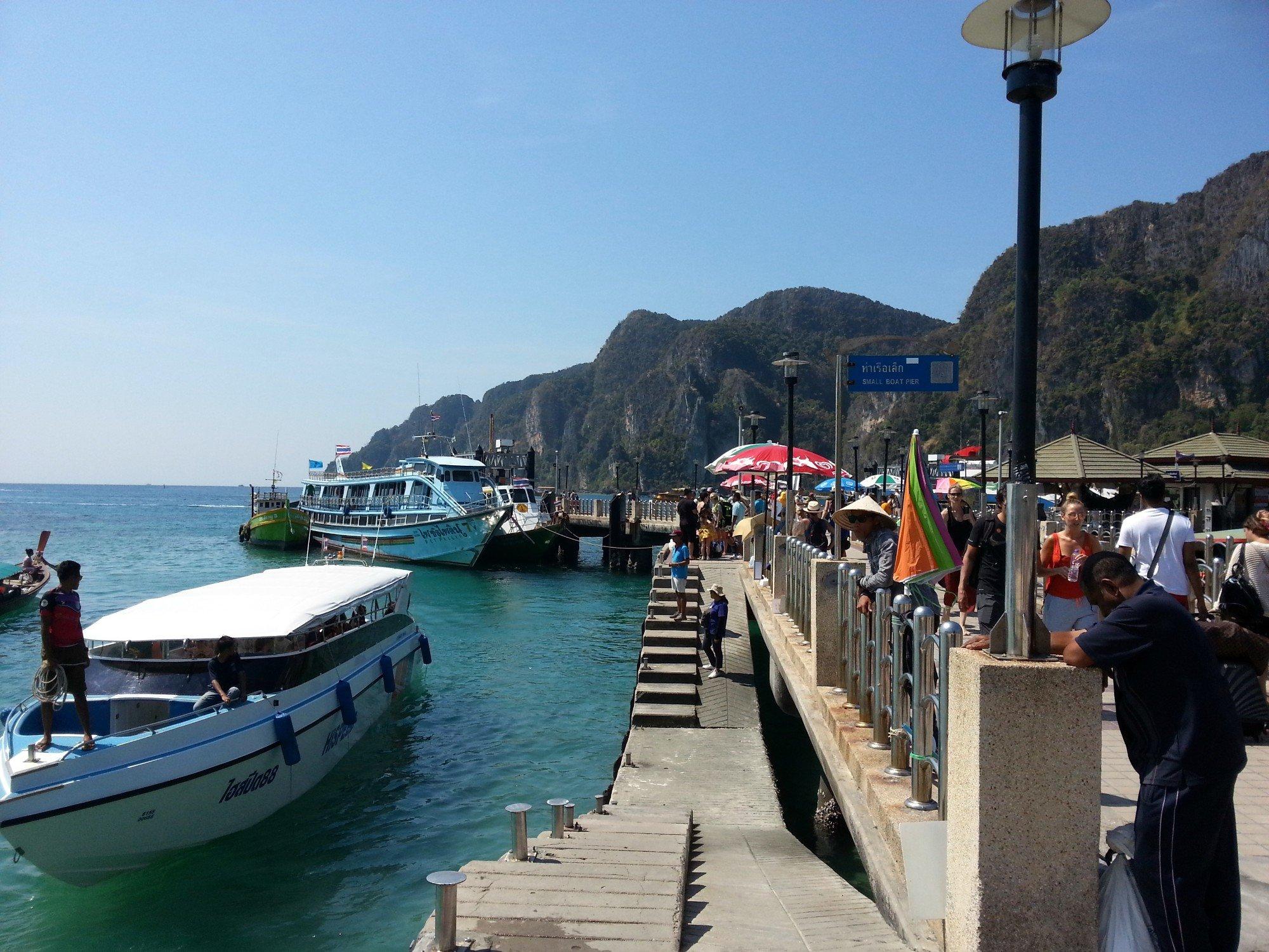 Pier in Tonsai Bay