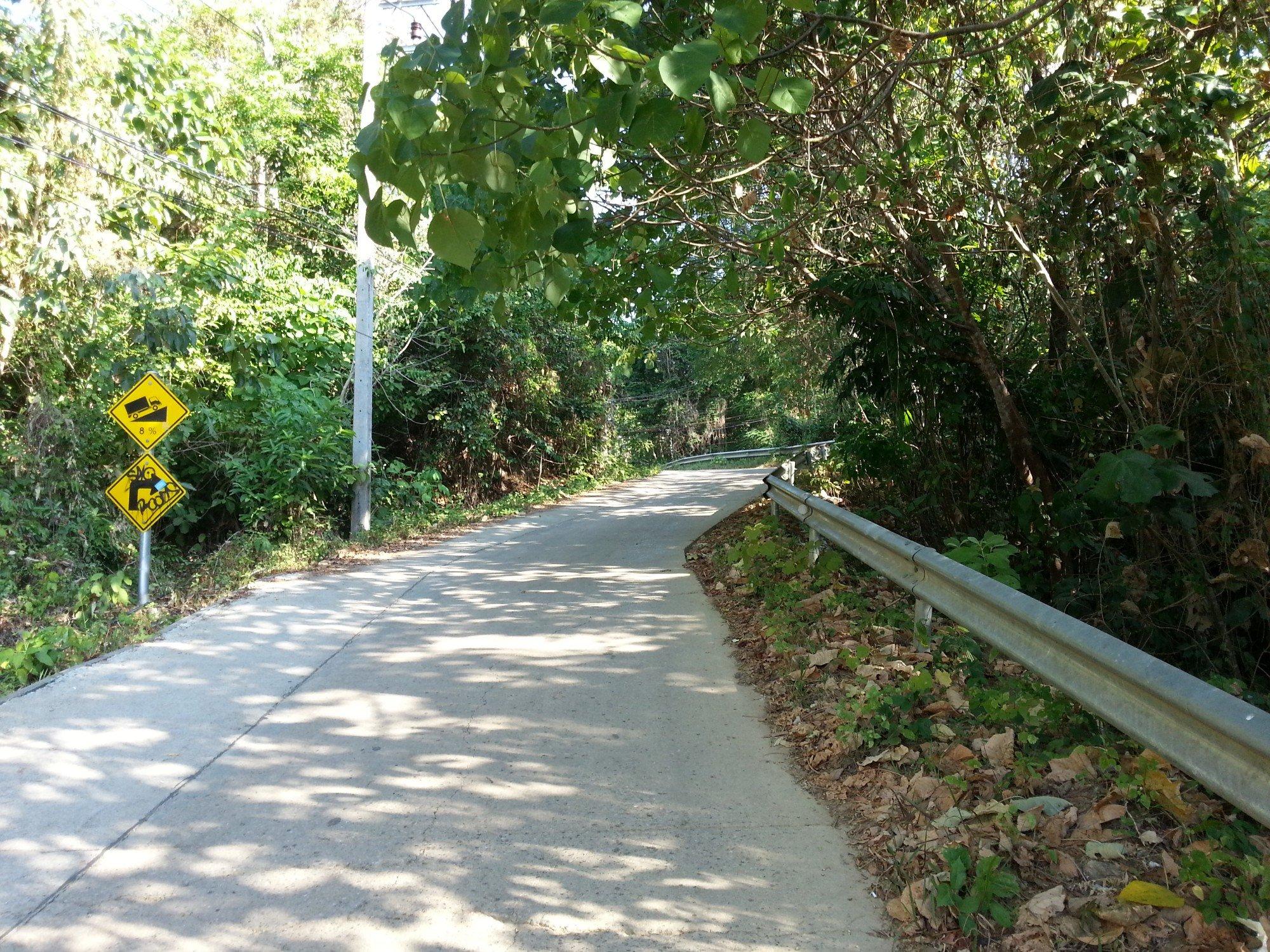 Road to Loh Moo Dee Beach