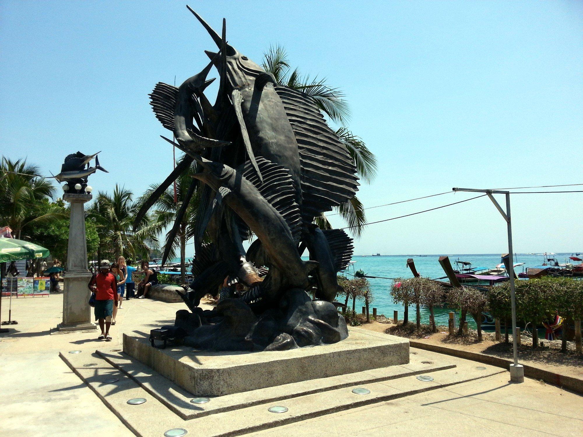Sail fish sculpture on Tonsai Bay