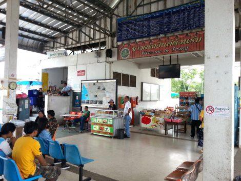 Food vendors at Trang Bus Terminal