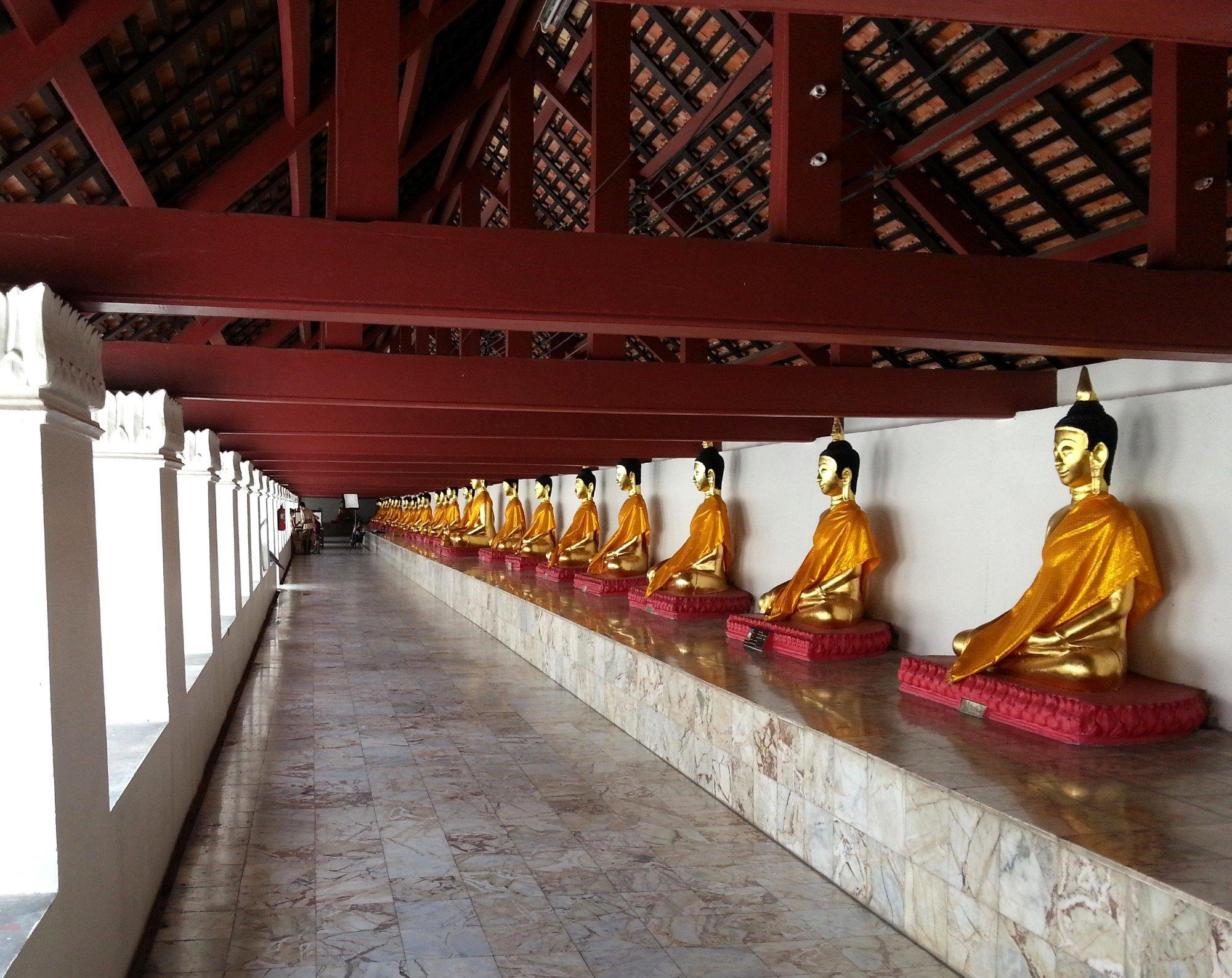 Roofed cloister at Wat Phra Mahathat