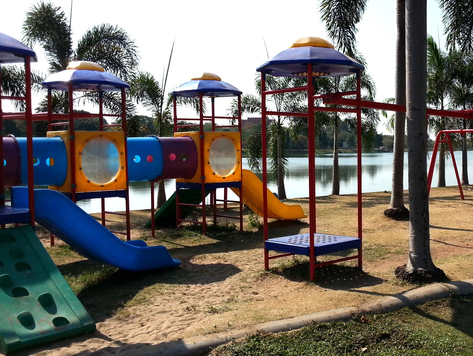 'sanam dek len' is the Thai word for playground