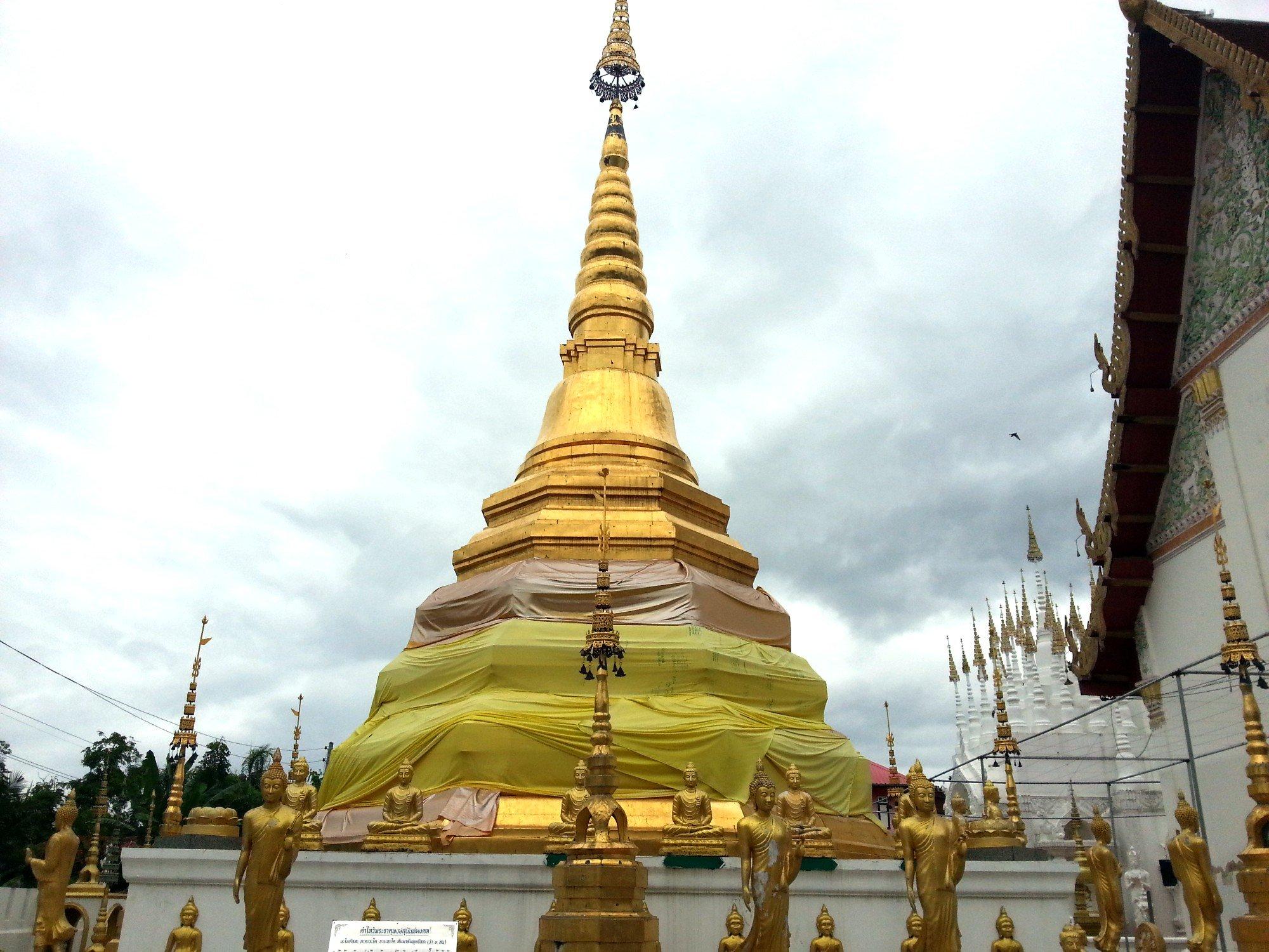 Chedi at Wat Phong Sunan