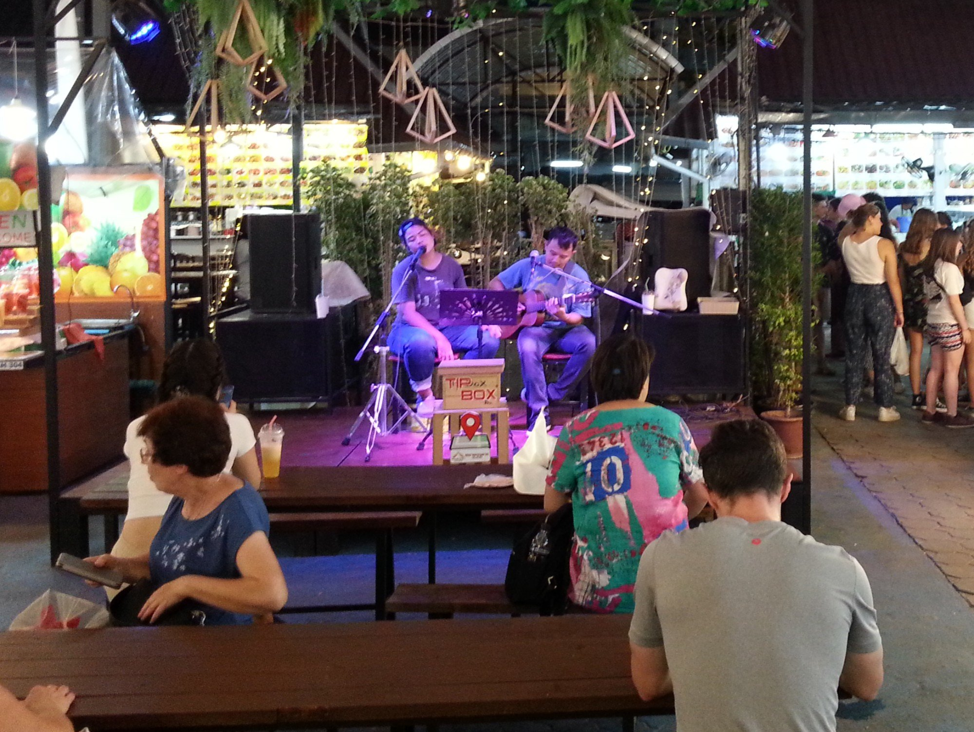 Live music at Anusarn Market