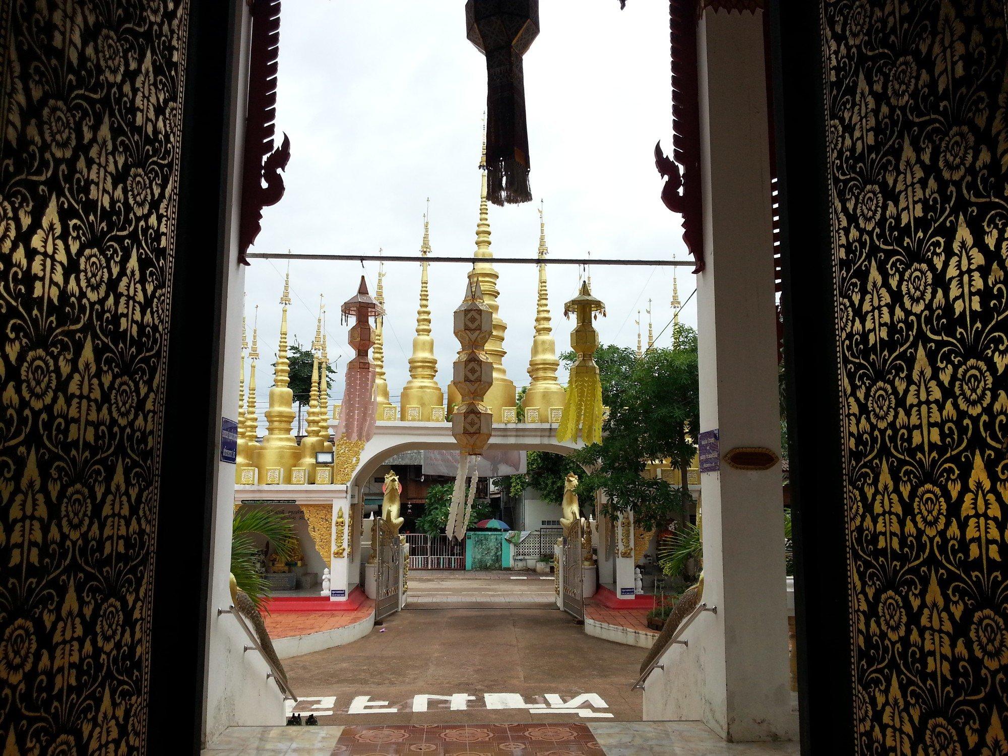 Main Entrance to Wat Phong Sunan