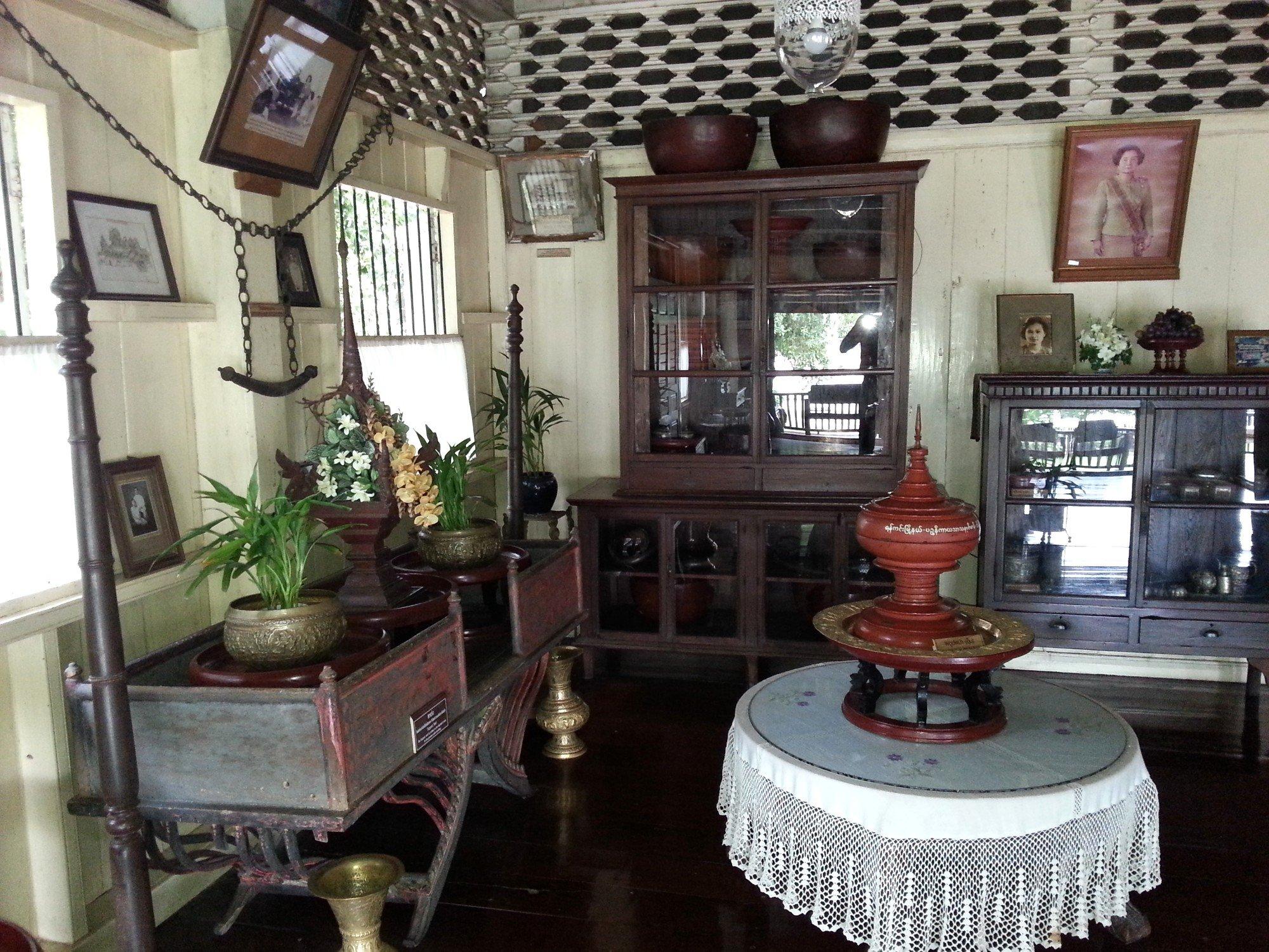 Artefacts in Baan Sao Nak