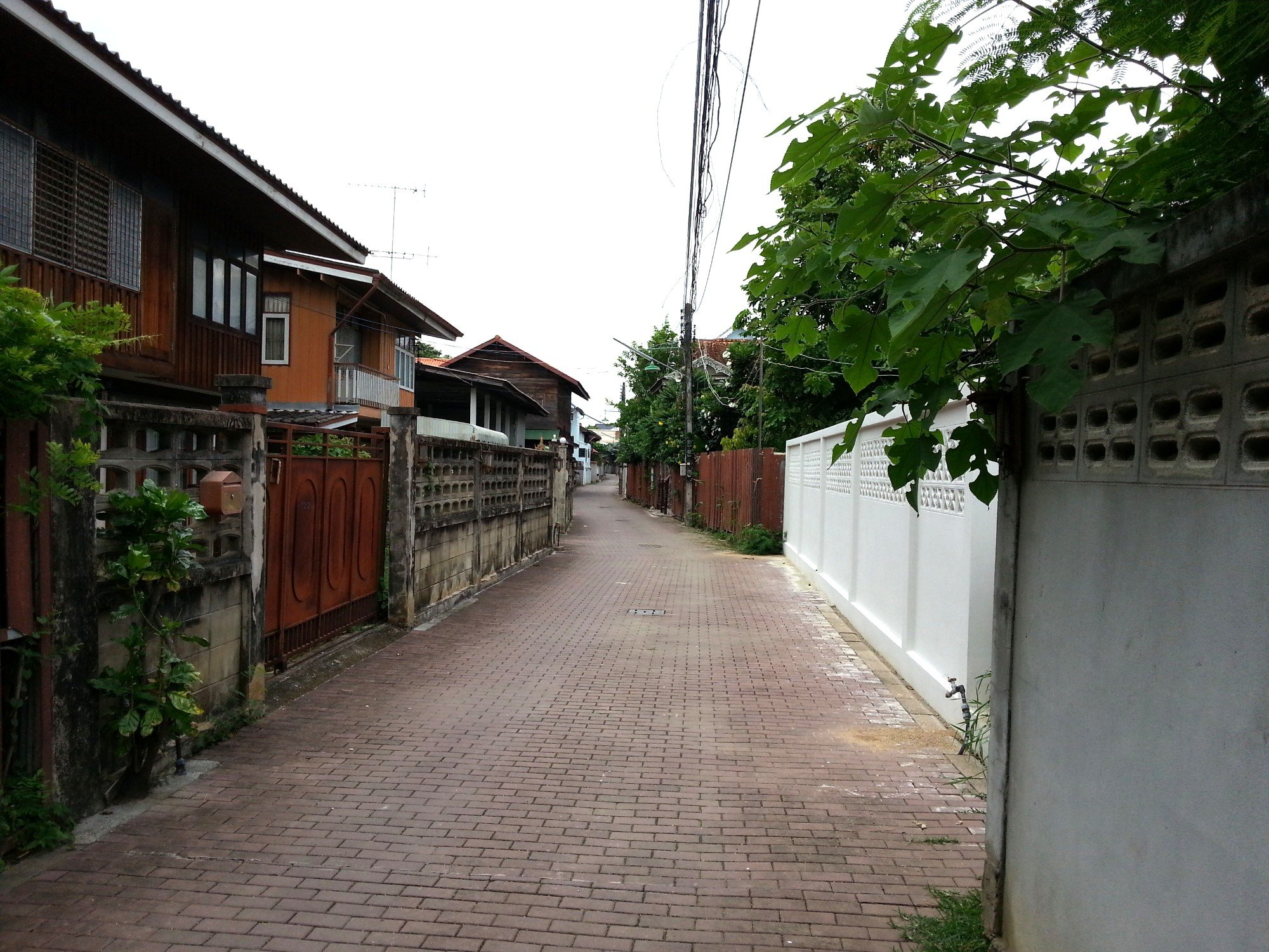 Ban Chin Alley is narrow