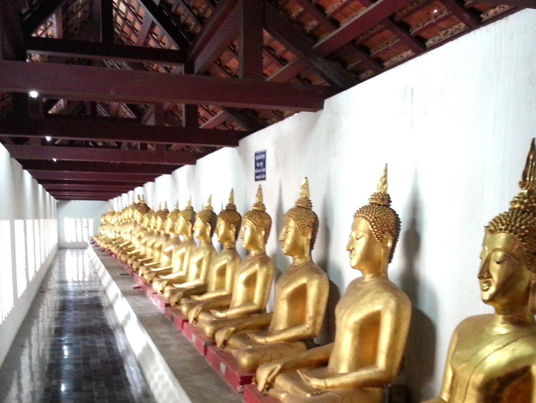 Buddha statues at Wat Phra Si Rattana Mahathat