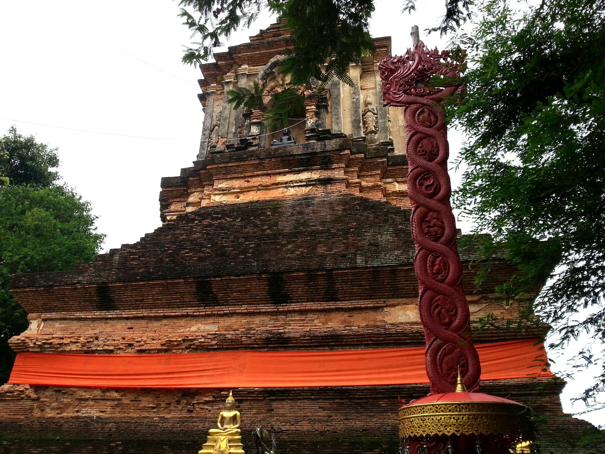 Decoration on the chedi at Wat Lok Moli
