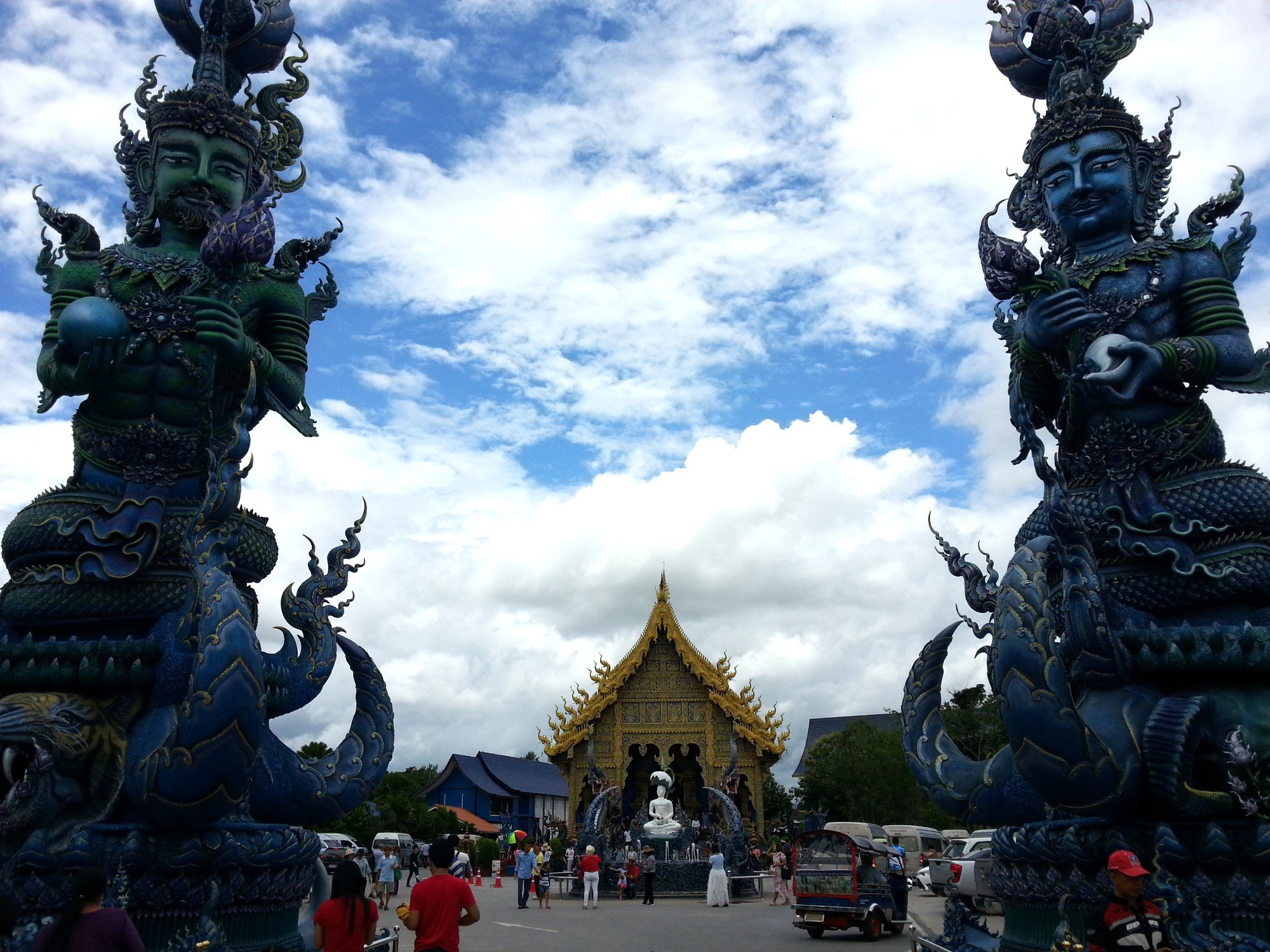 Entance to Wat Rong Seur Ten