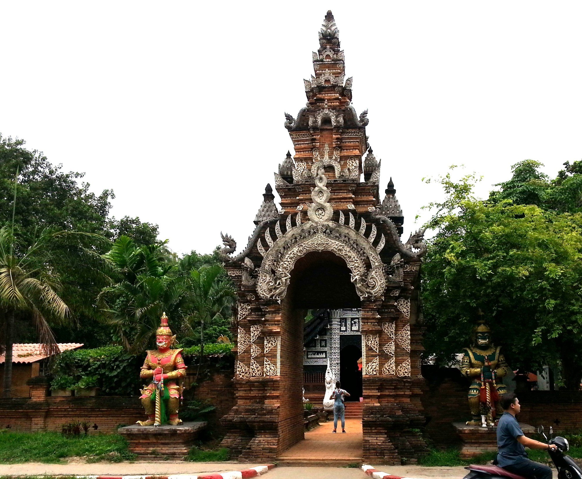 Entrance to Wat Lok Moli