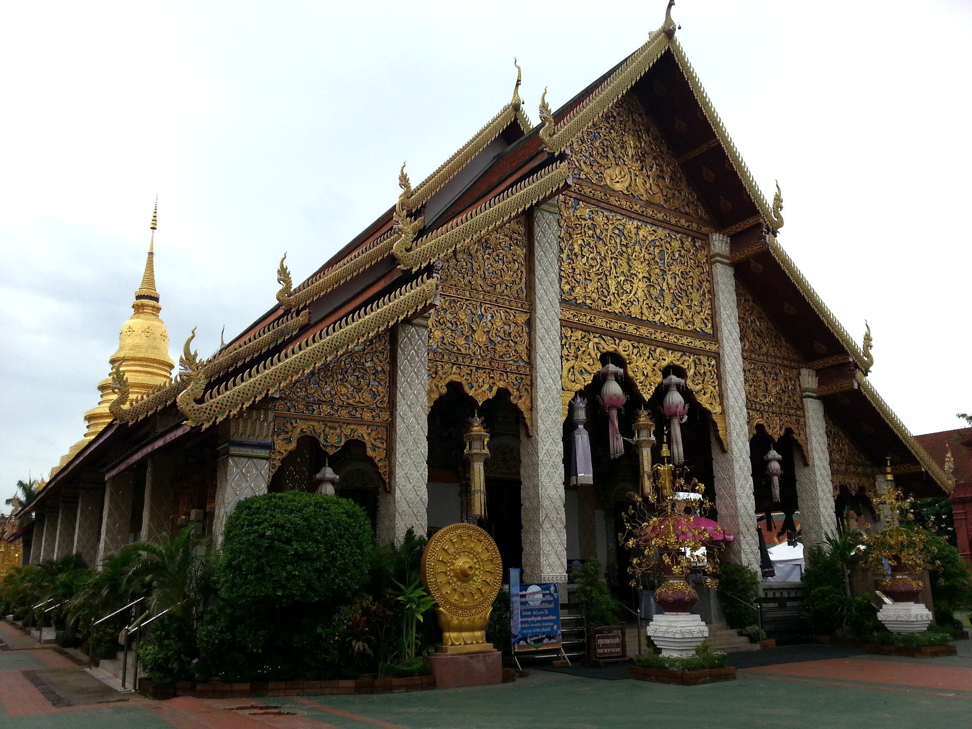 Front entrance to the assembly hall at Wat Phra That Hariphunchai