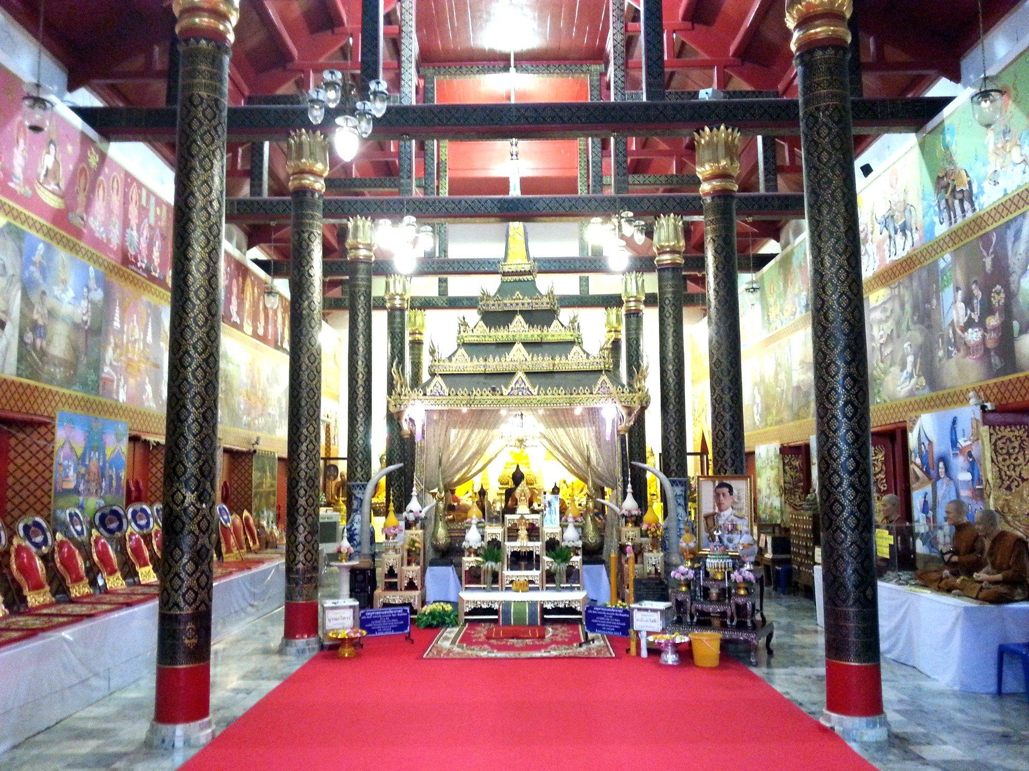 Inside Wat Phra Thaen Si La At