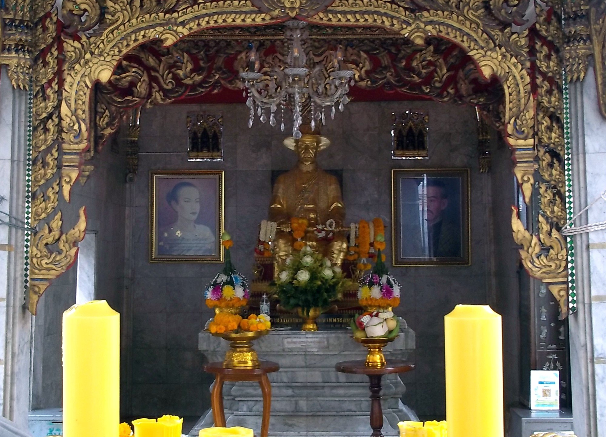 King Taksin statue at Wat Chana Songkhram