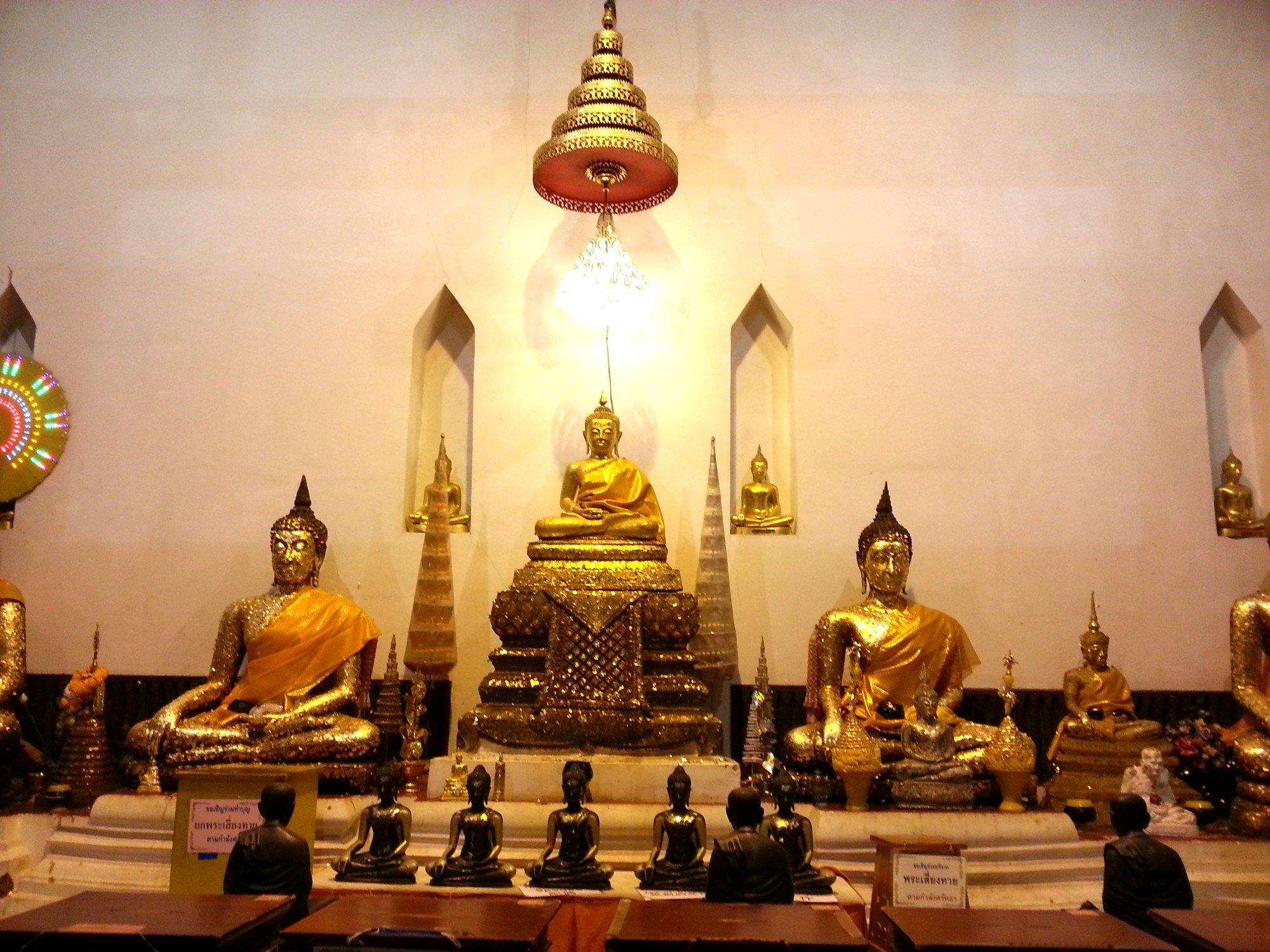Main shrine at Wat Phra Thaen Si La At