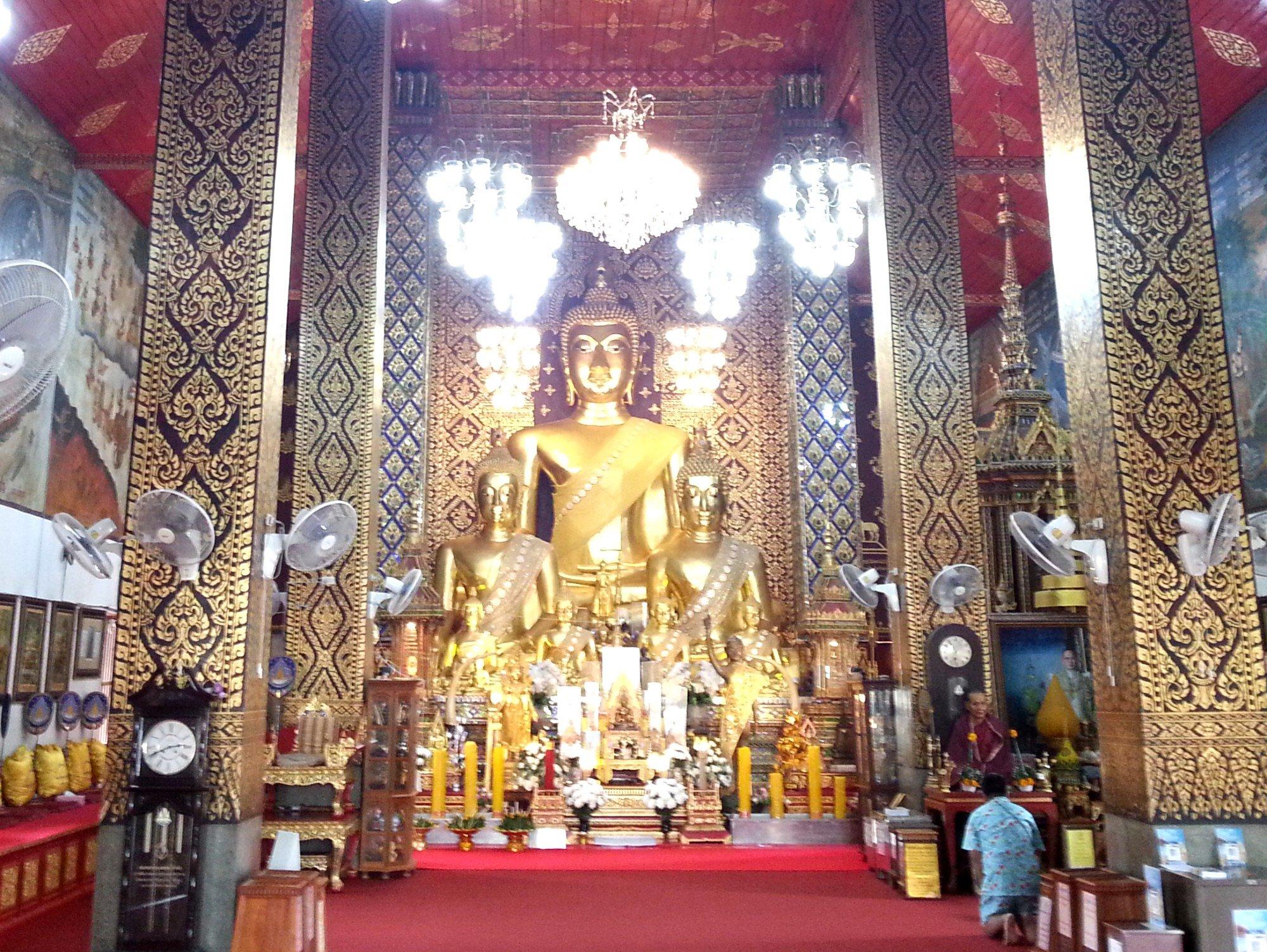 Main shrine at Wat Phra That Hariphunchai