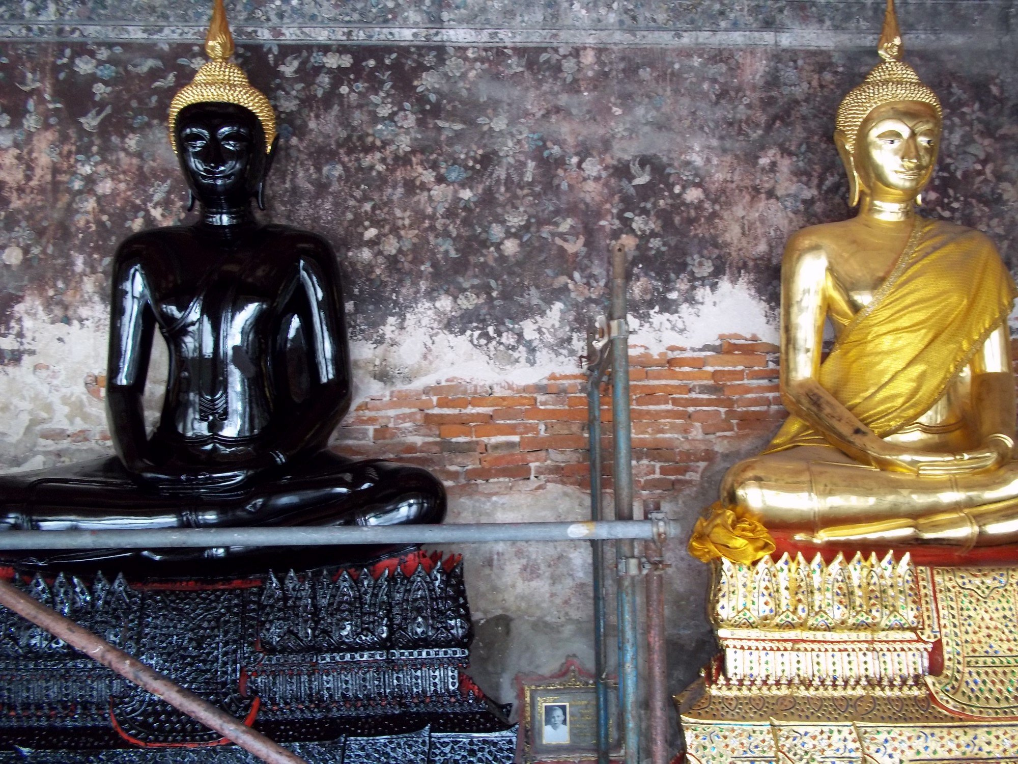 Statues inside the wall at Wat Suthat Thepwararam